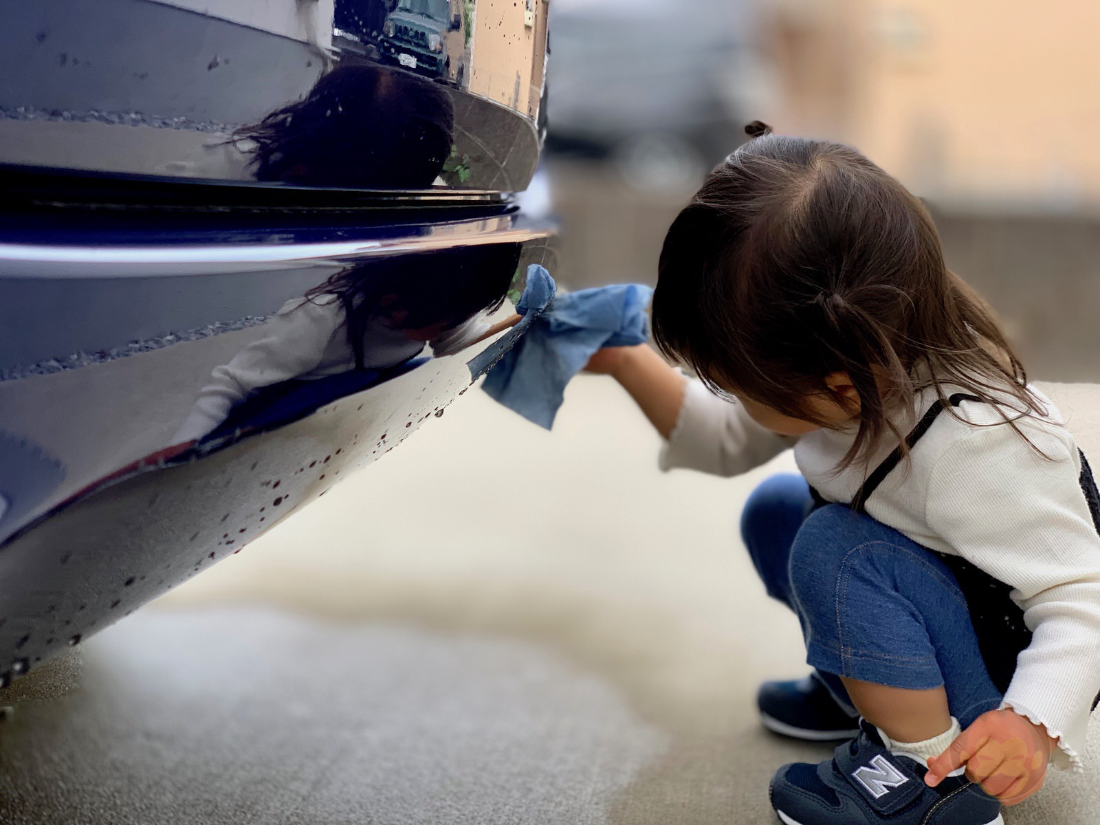 My daughter washing the car 01