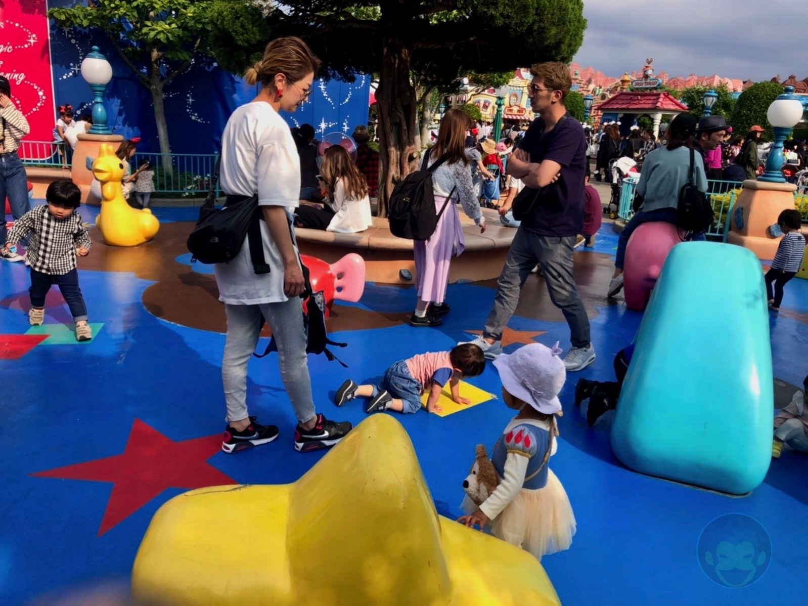 Tokyo-Disney-Land-with-2yr-old-daughter-toon-town-01.jpg