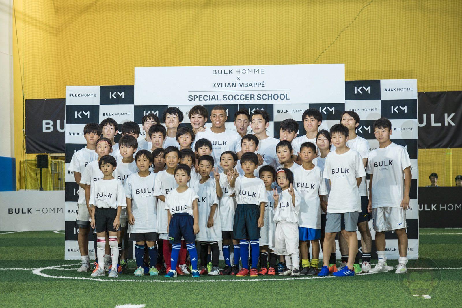 Kylian Mbappé plays soccer with kids 25