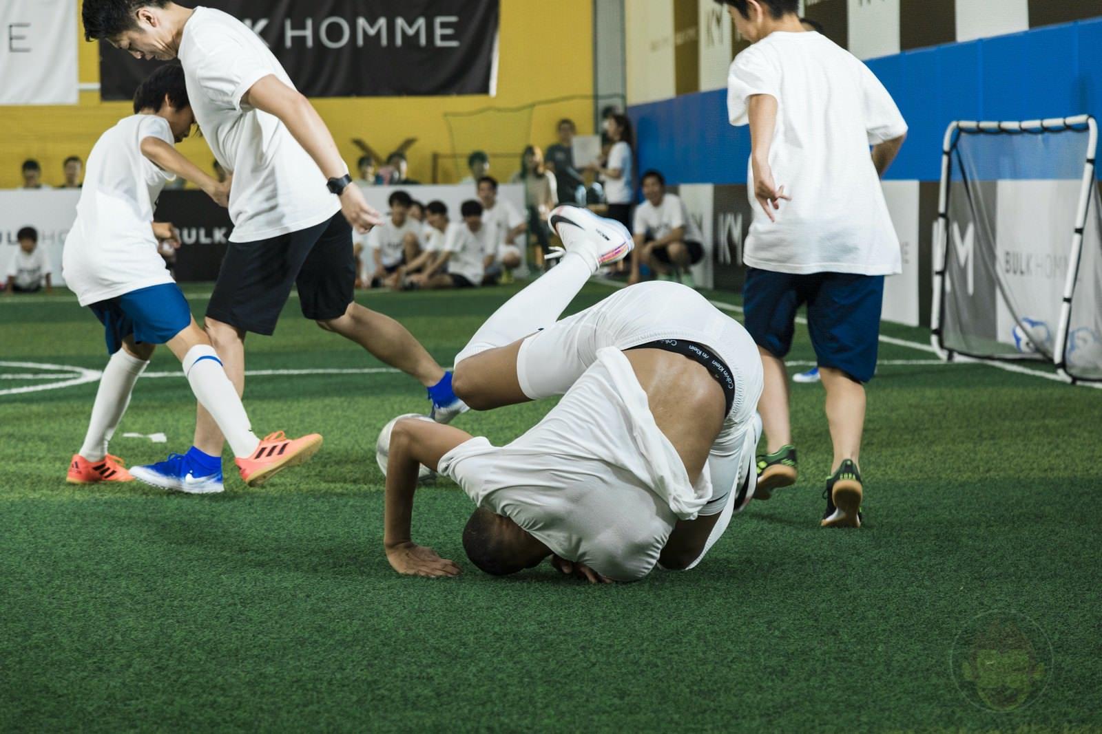 Kylian Mbappé plays soccer with kids 21