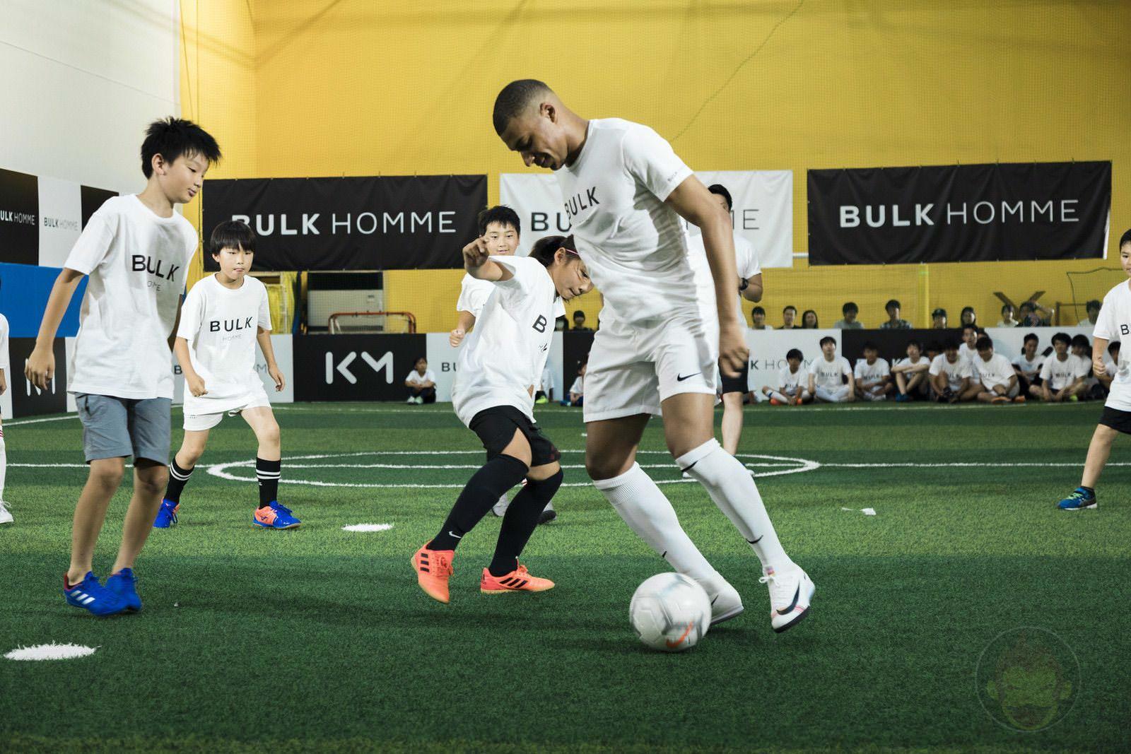 Kylian Mbappé plays soccer with kids 14