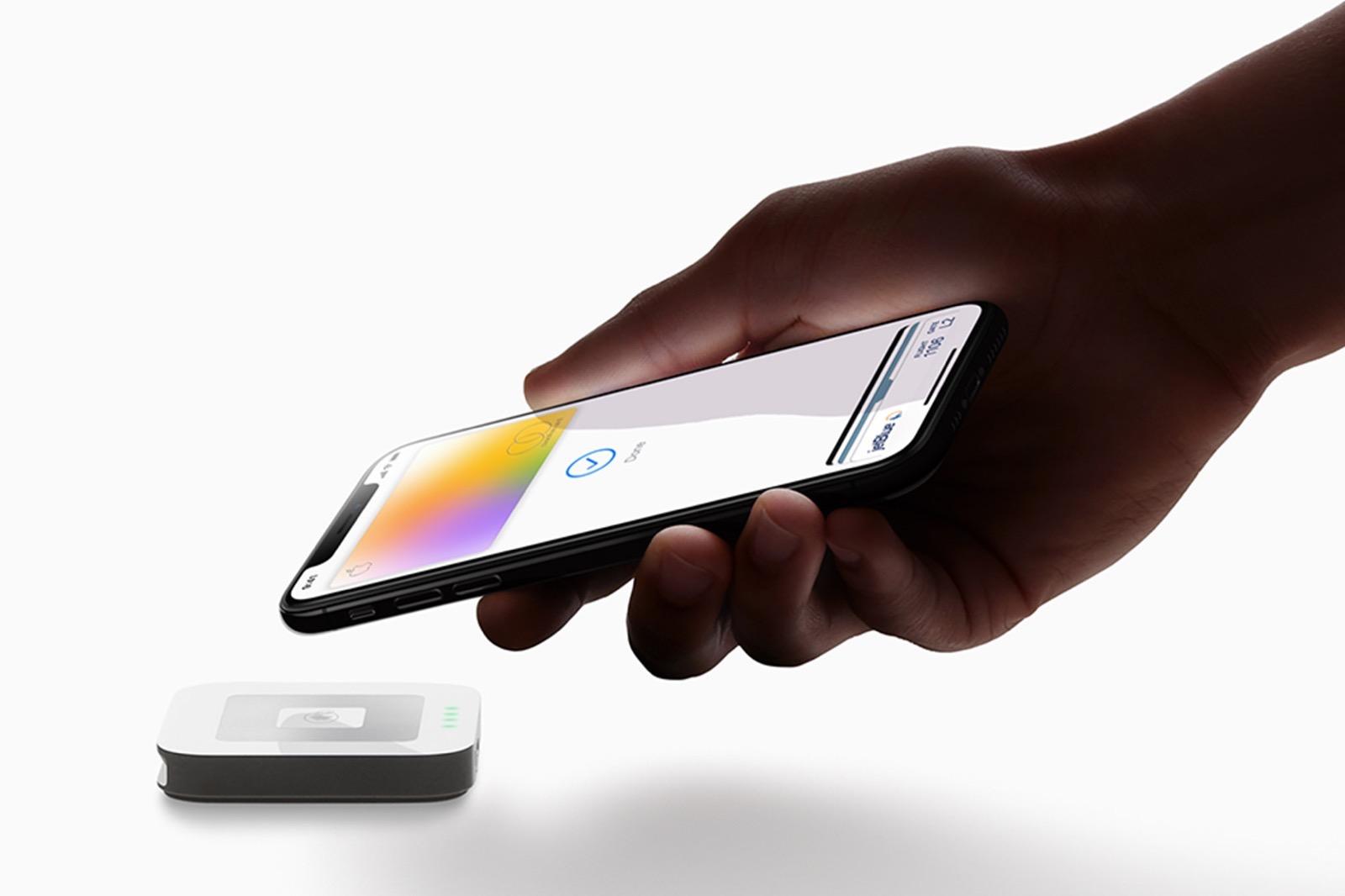 Apple-Card_hand-iPhoneXS-payment_032519.jpg