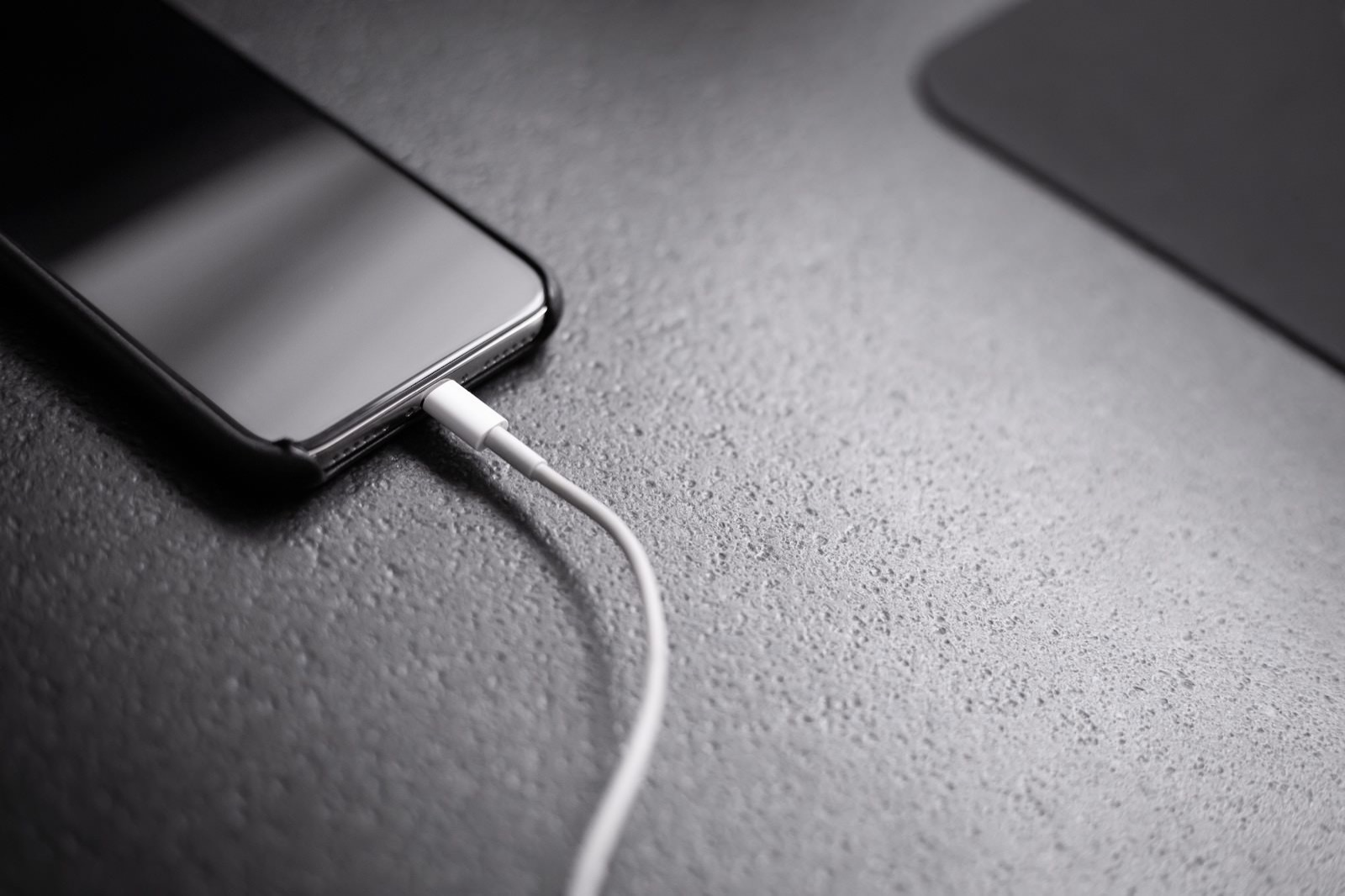 Andreas haslinger 1589200 unsplash charging iphone