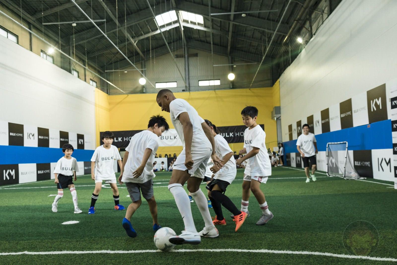 Kylian Mbappé plays soccer with kids 15
