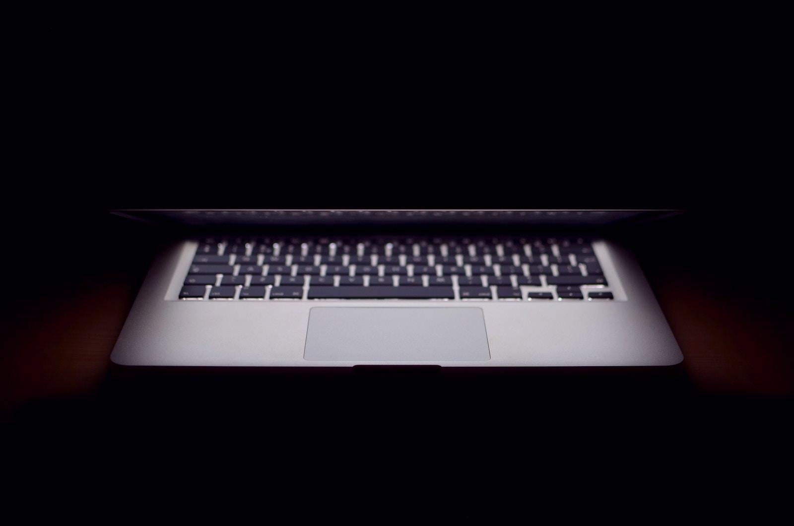 Thom XyNi3rUEReE unsplash macbook air