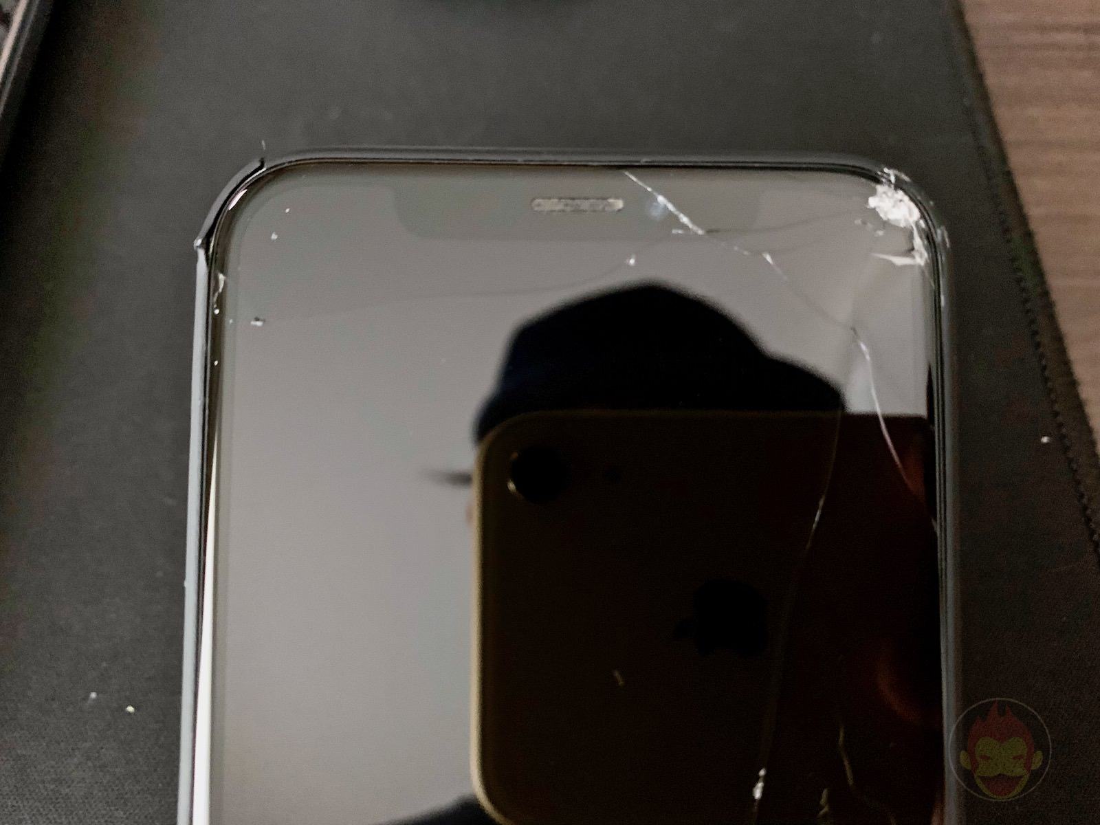 Broken iphone taken by iphonexr 02