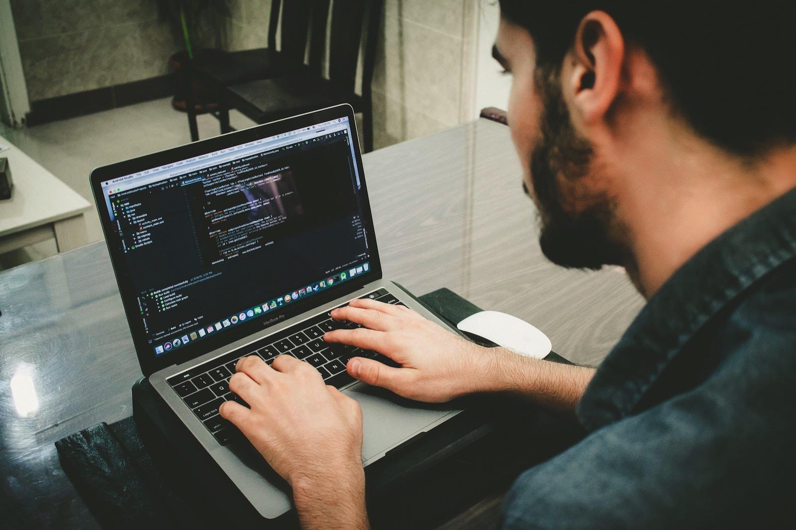 Danial ricaros FCHlYvR5gJI unsplash coding on mac