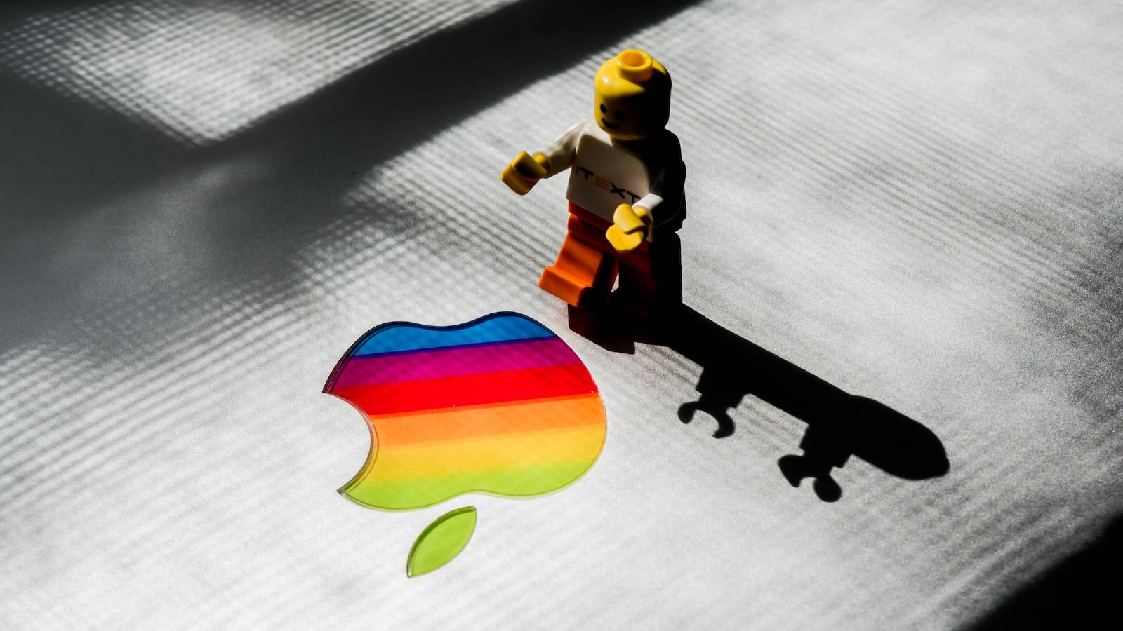 Rishi deep QtnUbHeiOE0 unsplash apple lego