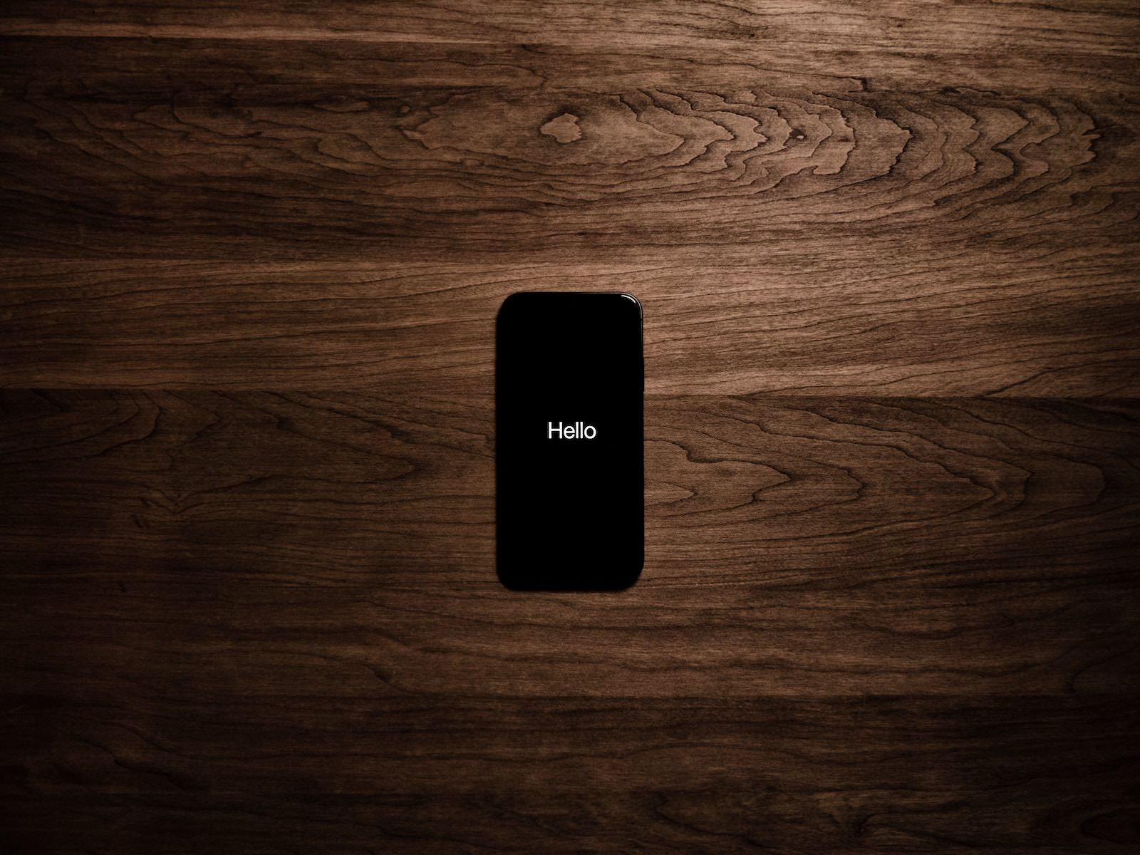 Tyler lastovich lmpuKSf2uQE unsplash hello iphone