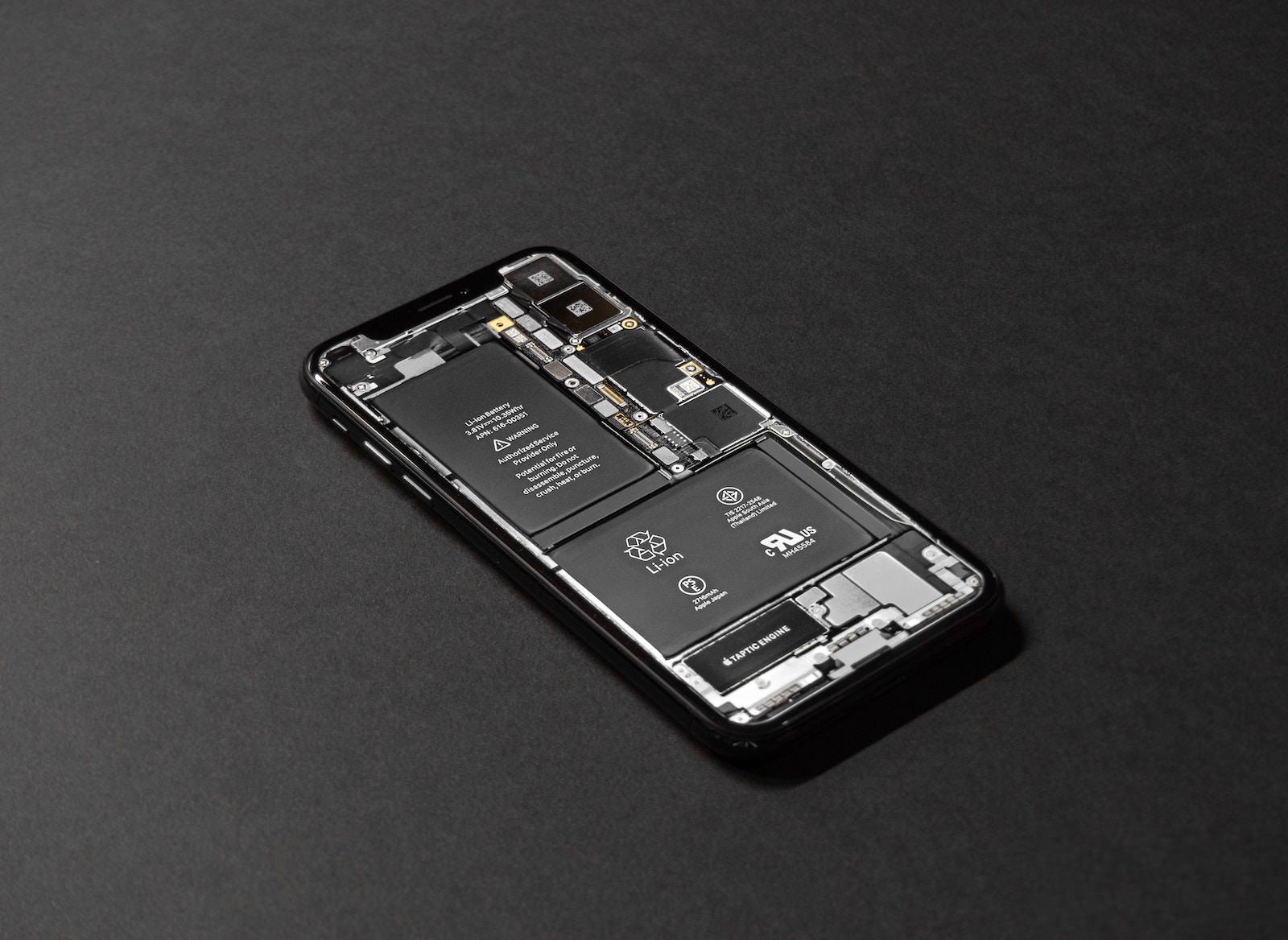 Tyler lastovich rAtzDB6hWrU unsplash iphone battery see through