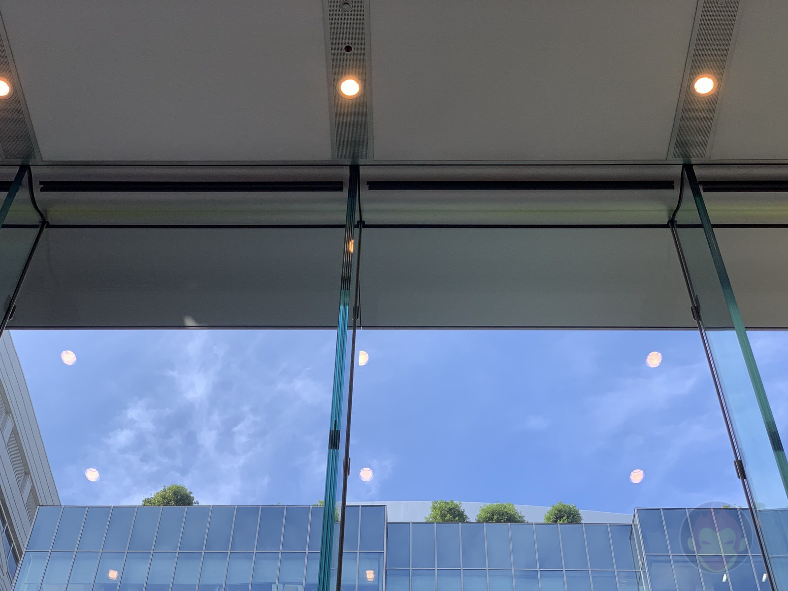Apple-Omotesando-Video-Wall-Renewall-15.jpg