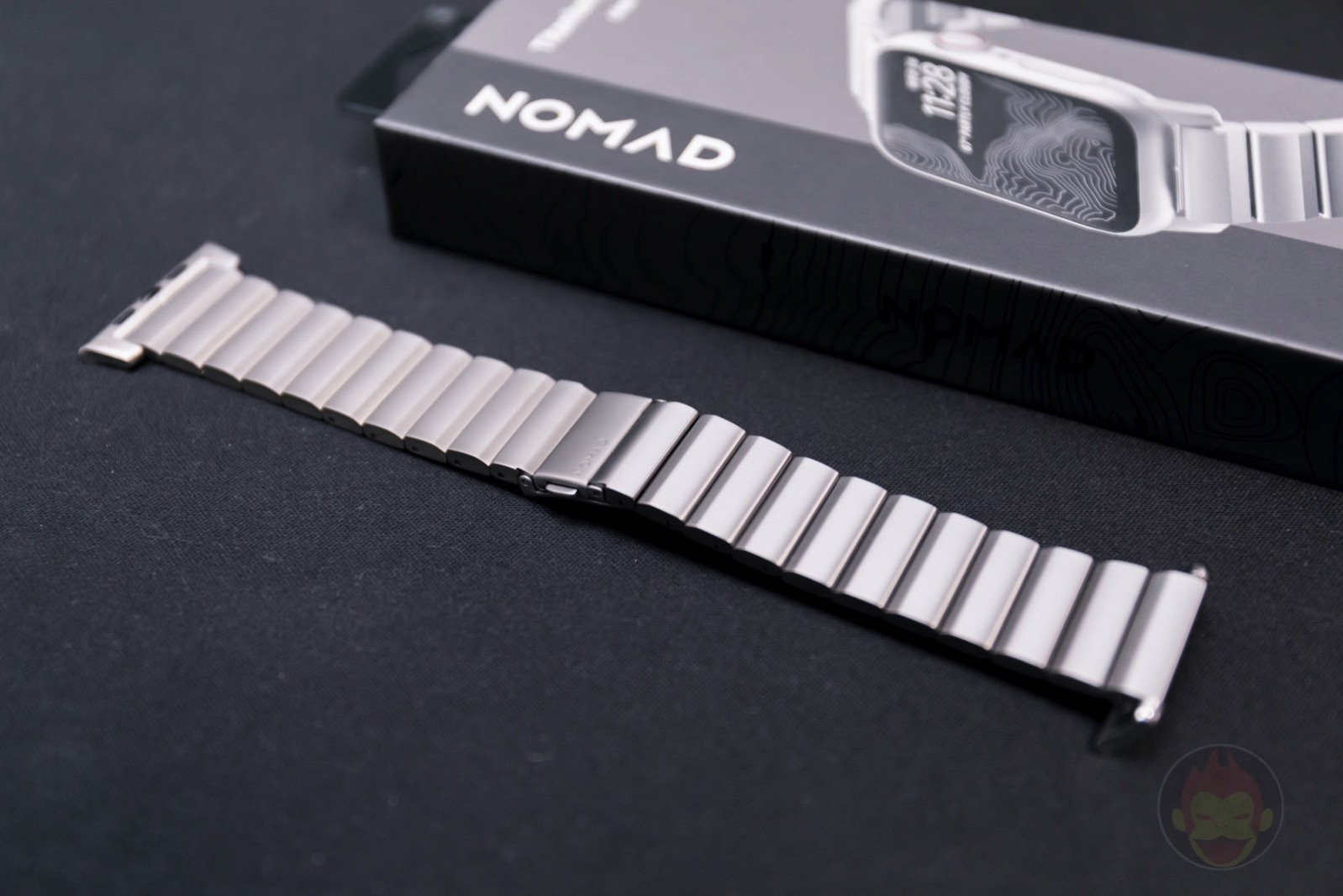 Apple-Watch-Nomad-Titanium-Band-Review-03.jpg