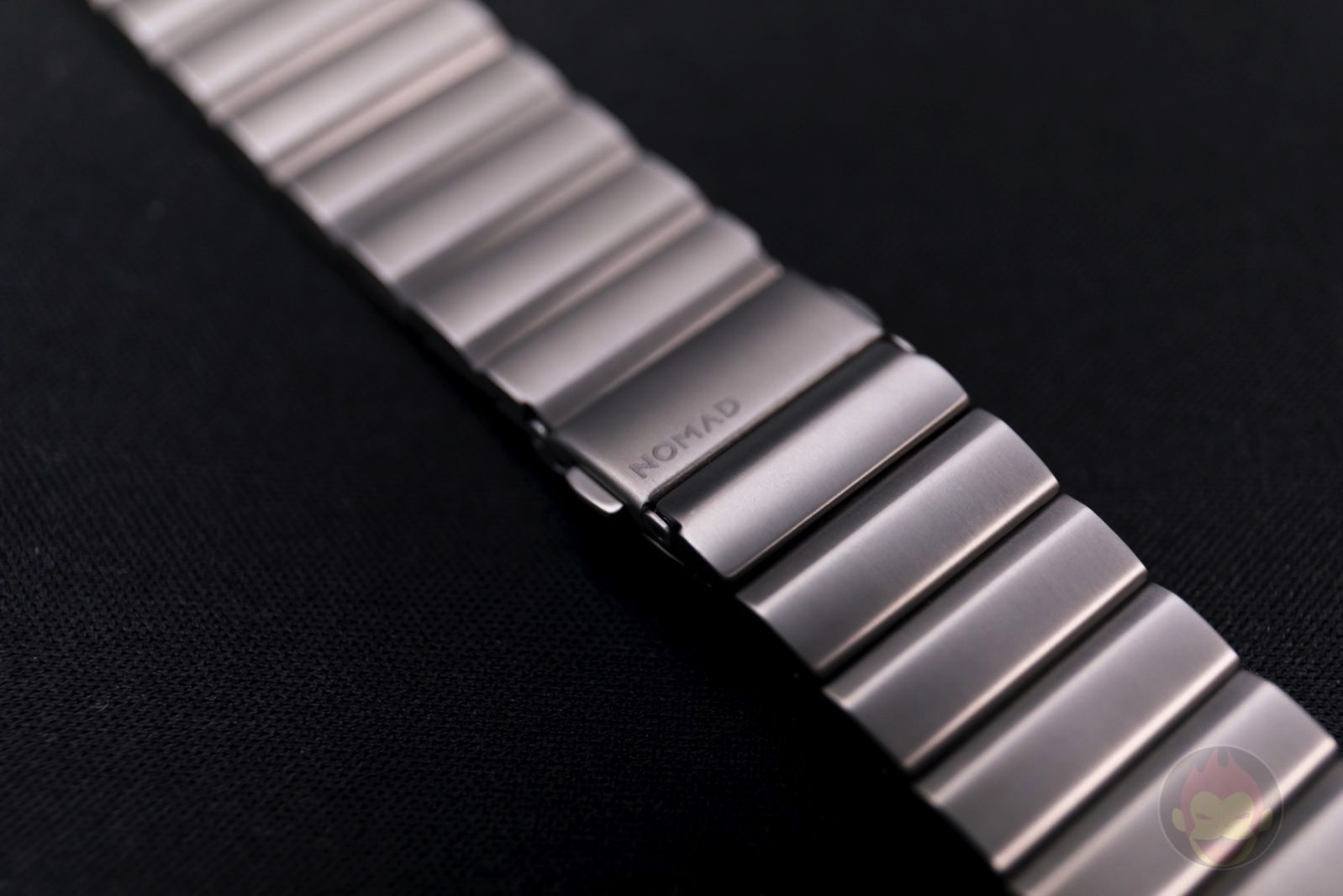 Apple-Watch-Nomad-Titanium-Band-Review-04.jpg
