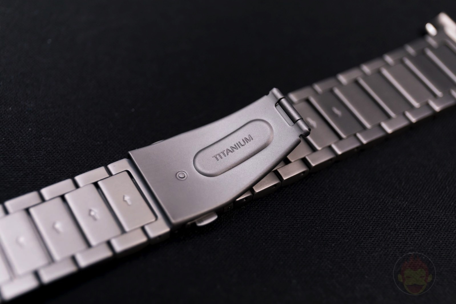 Apple-Watch-Nomad-Titanium-Band-Review-05.jpg