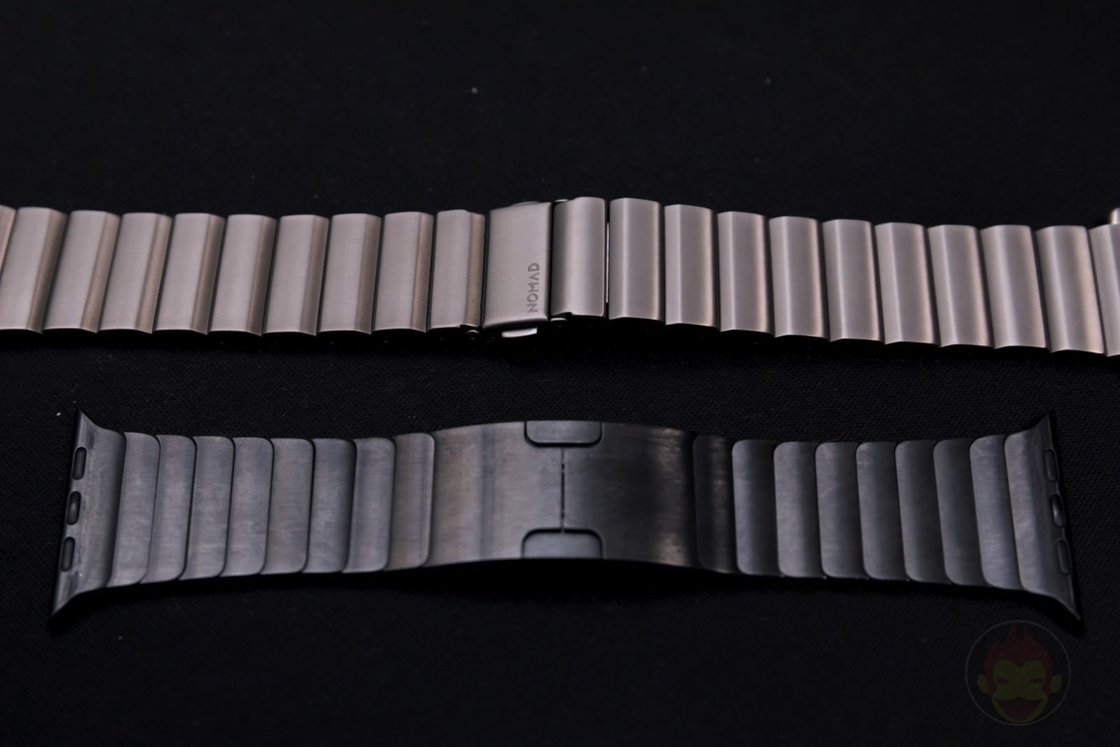 Apple-Watch-Nomad-Titanium-Band-Review-09.jpg