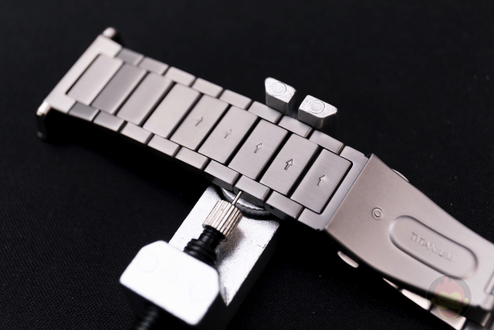 Apple-Watch-Nomad-Titanium-Band-Review-26.jpg