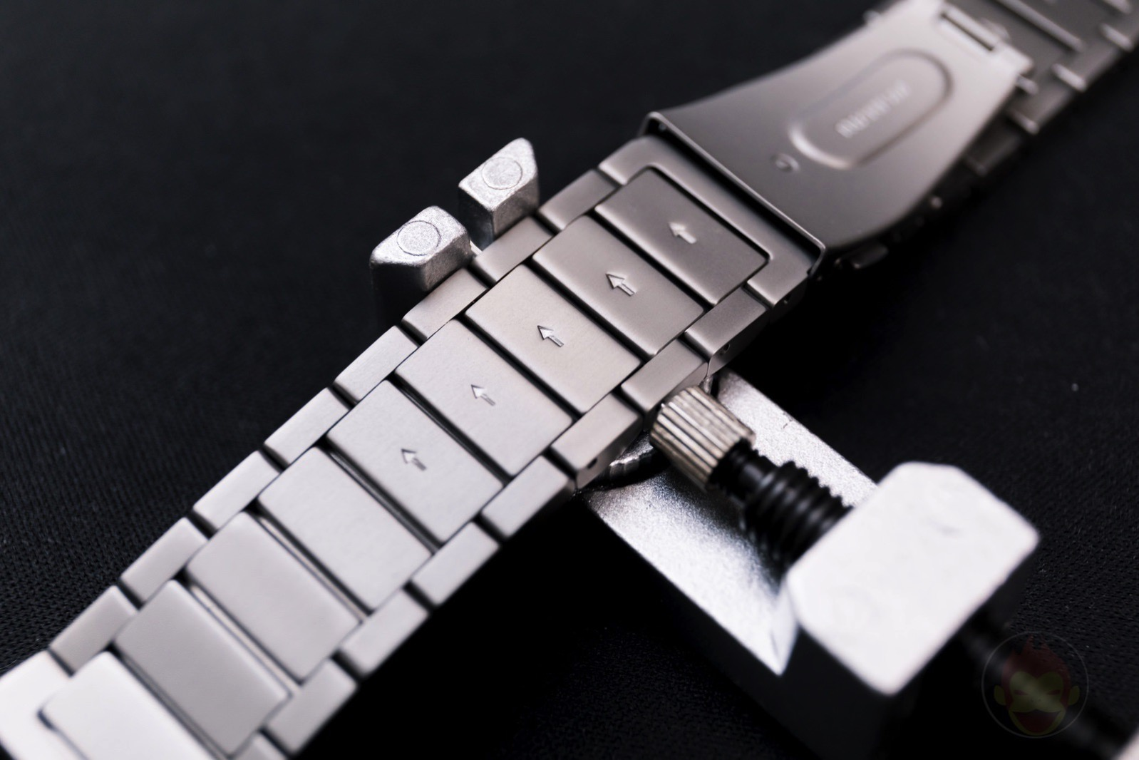 Apple-Watch-Nomad-Titanium-Band-Review-27.jpg