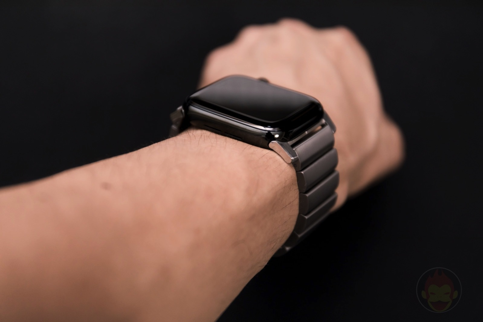 Apple-Watch-Nomad-Titanium-Band-Review-34.jpg