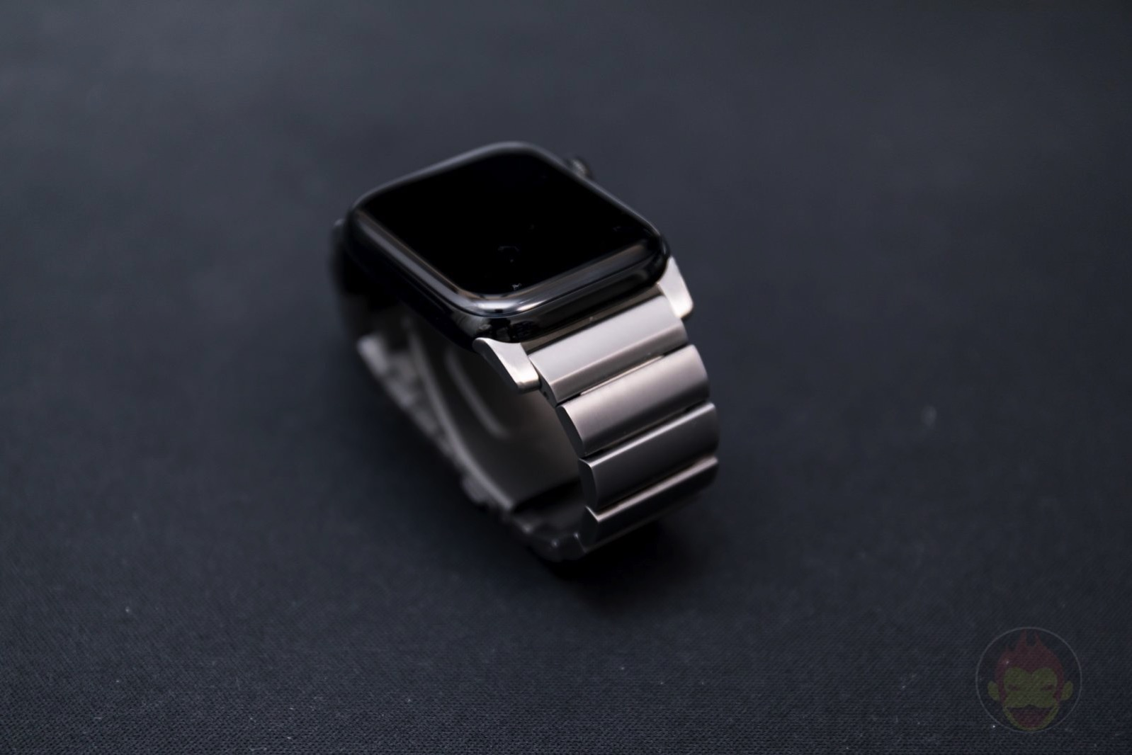 Apple-Watch-Nomad-Titanium-Band-Review-37.jpg