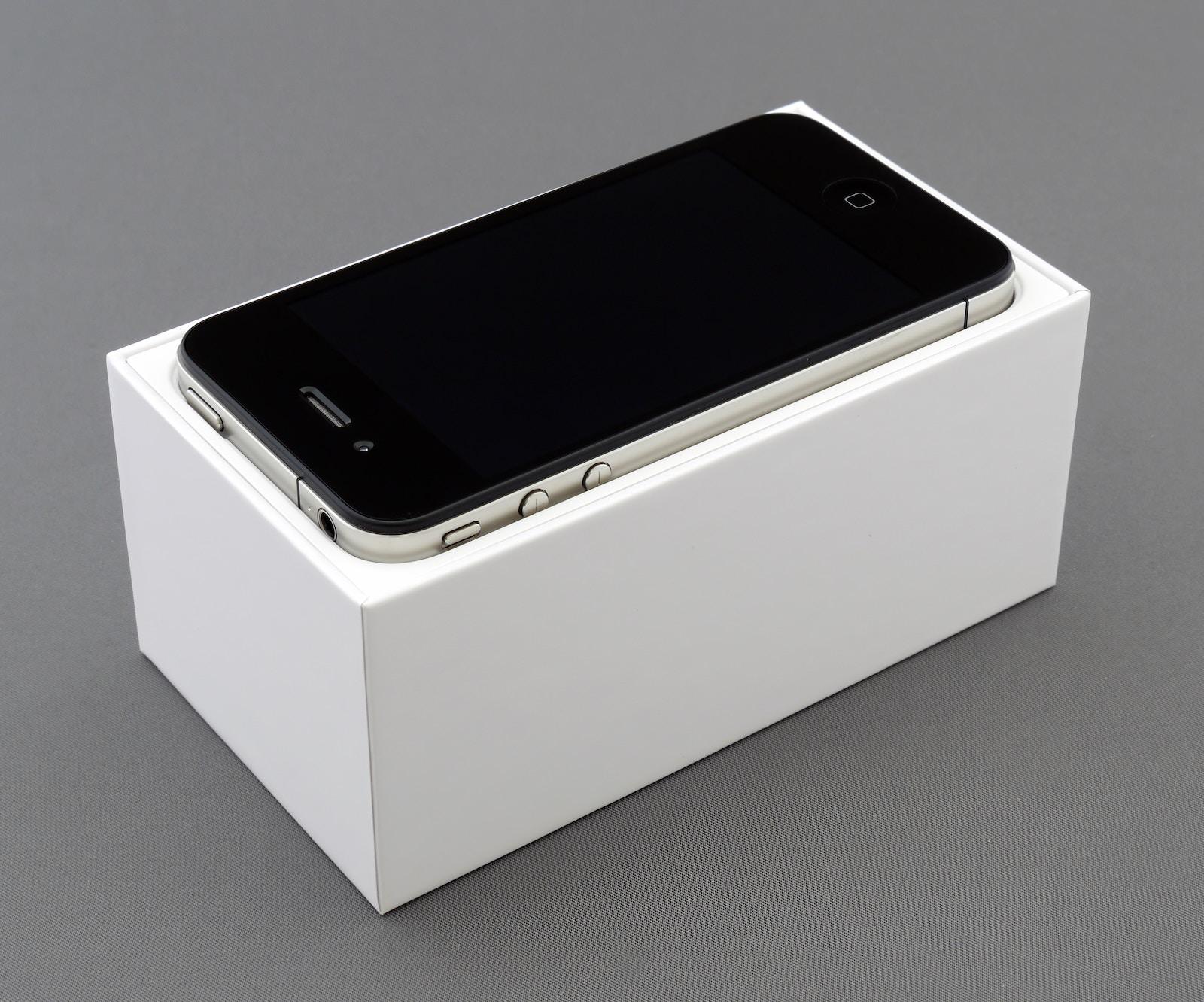 Brett jordan SQBHjCH71x4 unsplash iphone4
