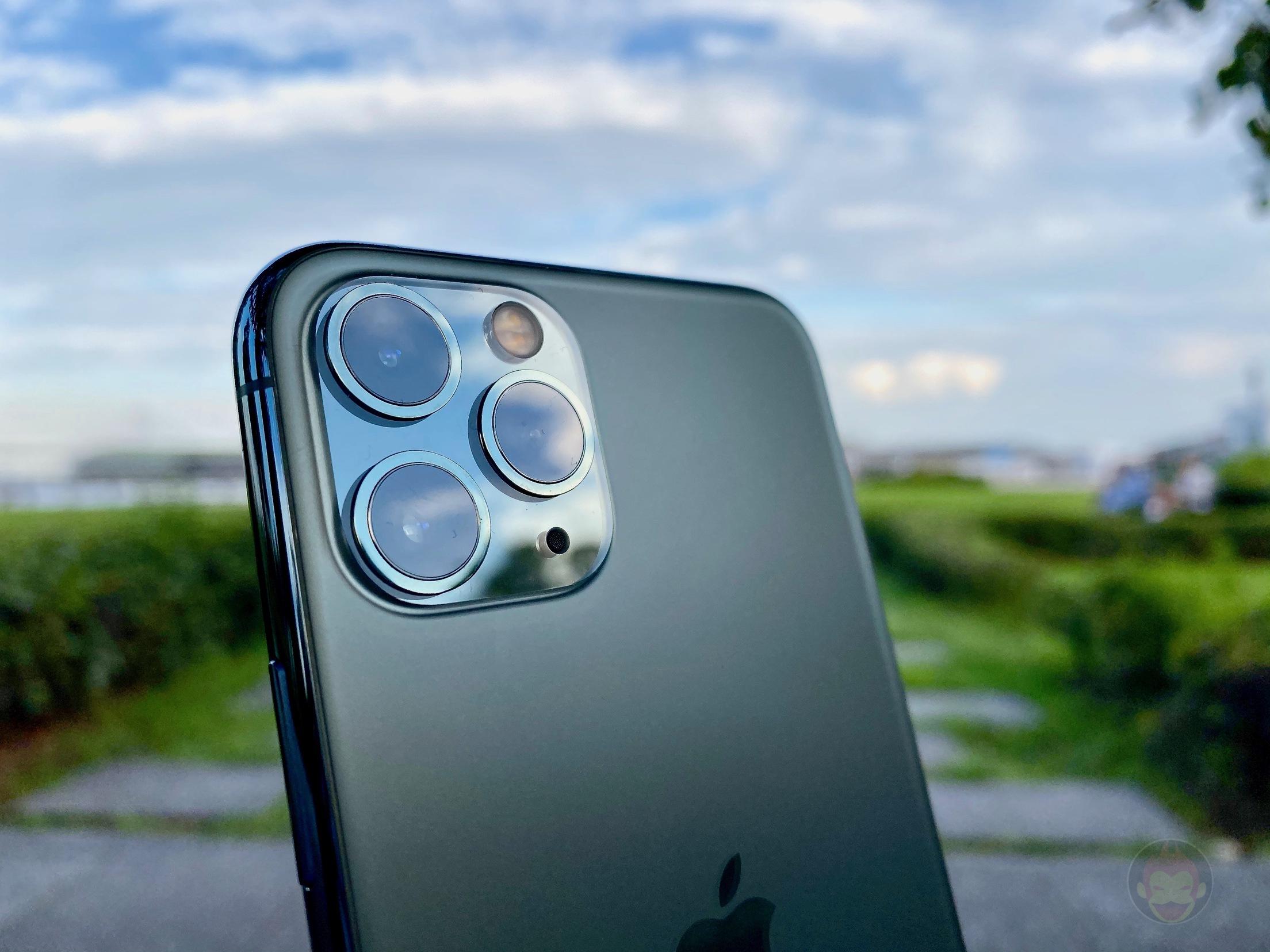 iPhone-11-Pro-mIdnight-Green-Model-First-Impressions-06.jpg