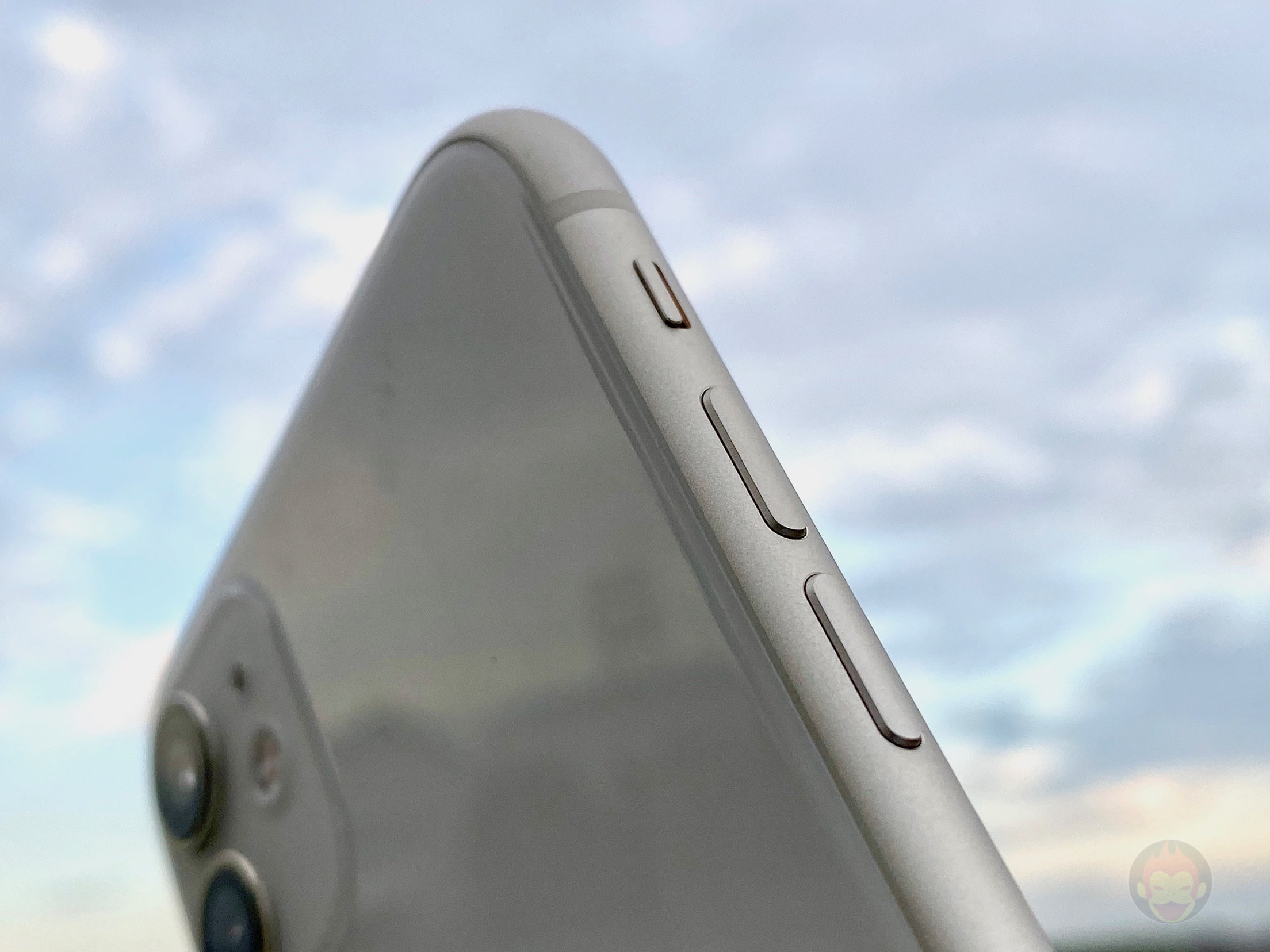 iPhone-11-White-Model-First-Impressions-05.jpg