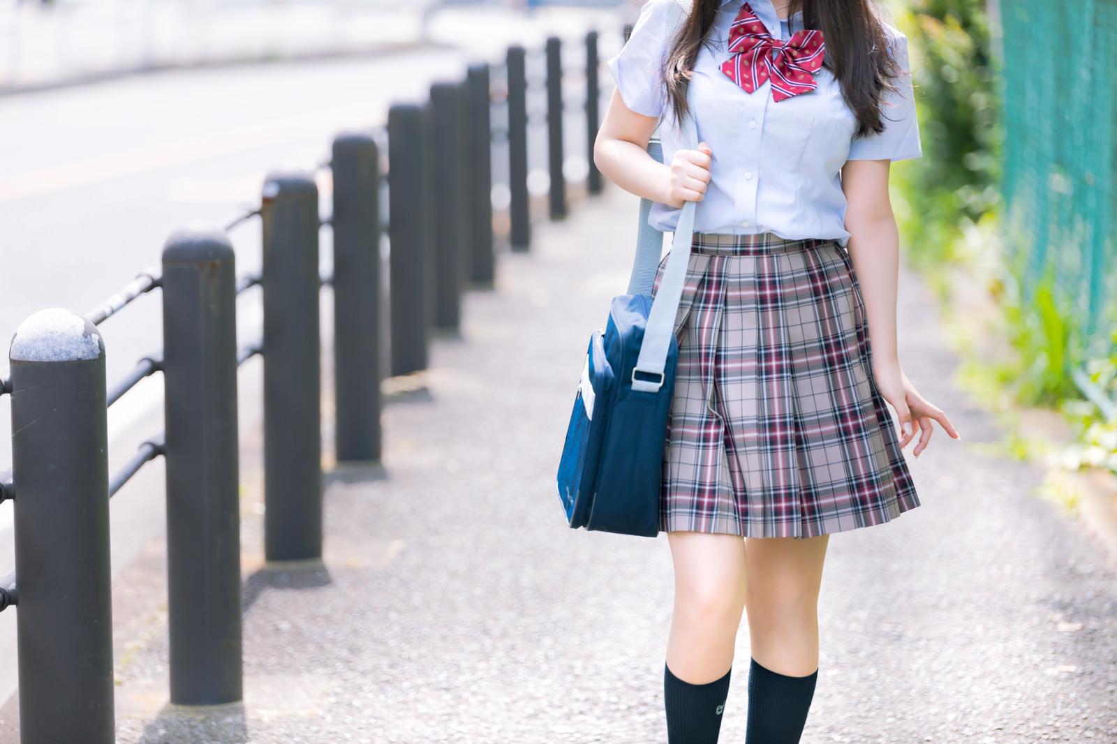 JKtuugakusuru_TP_V-mini-skirt.jpg