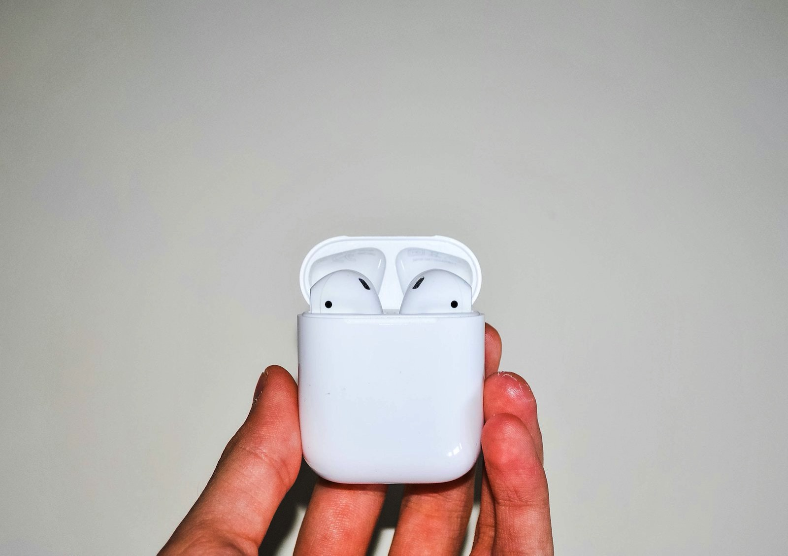 Antonio scalogna xO9B7LeJ3Yo unsplash airpods