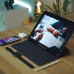 dennis-brendel-bSBJ7PYA3DU-unsplash-ipadpro-iphone-applewatch.jpg