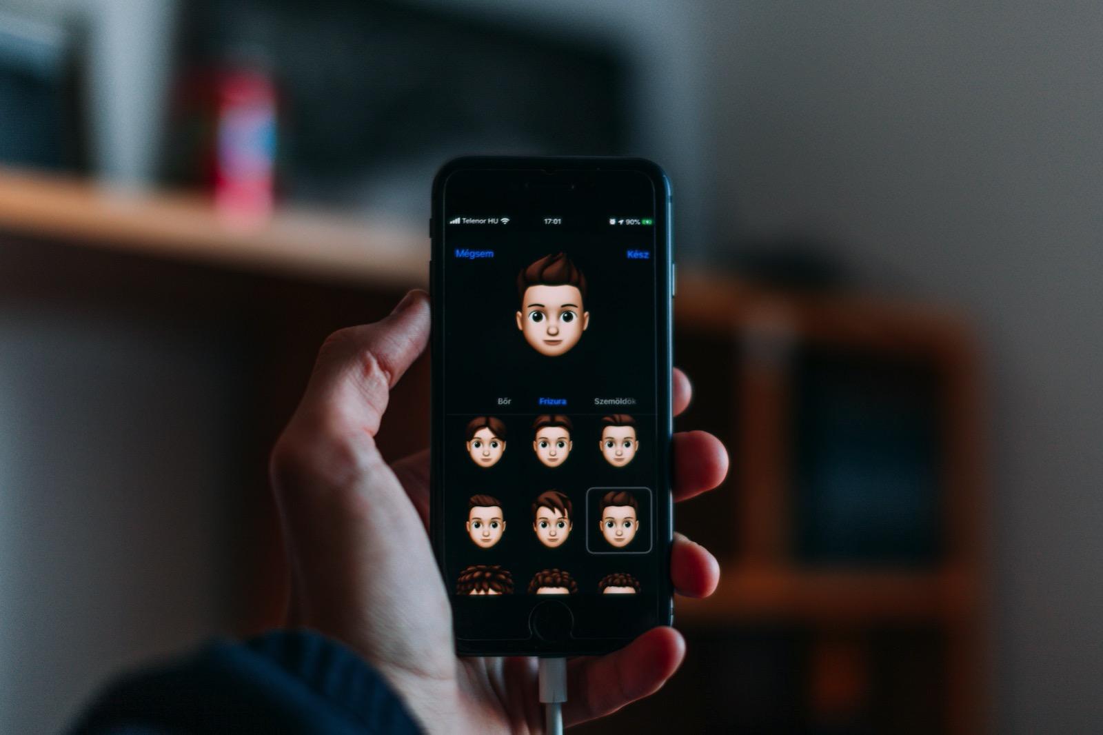 Szabo viktor 8MU2zOaDU4M unsplash iphone dark animoji