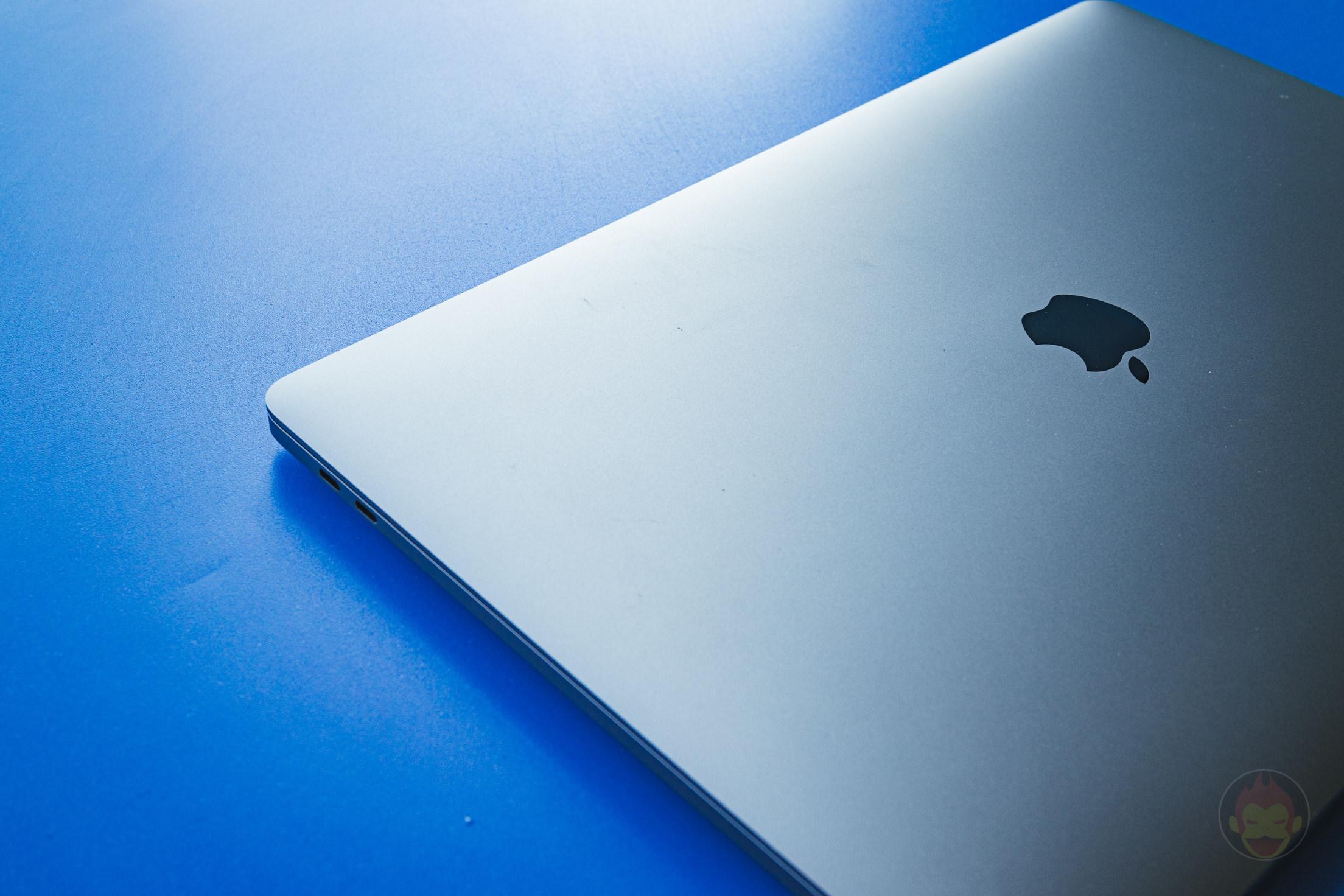 MacBook-Pro-2019-16inch-Review-BlueBackground-05.jpg