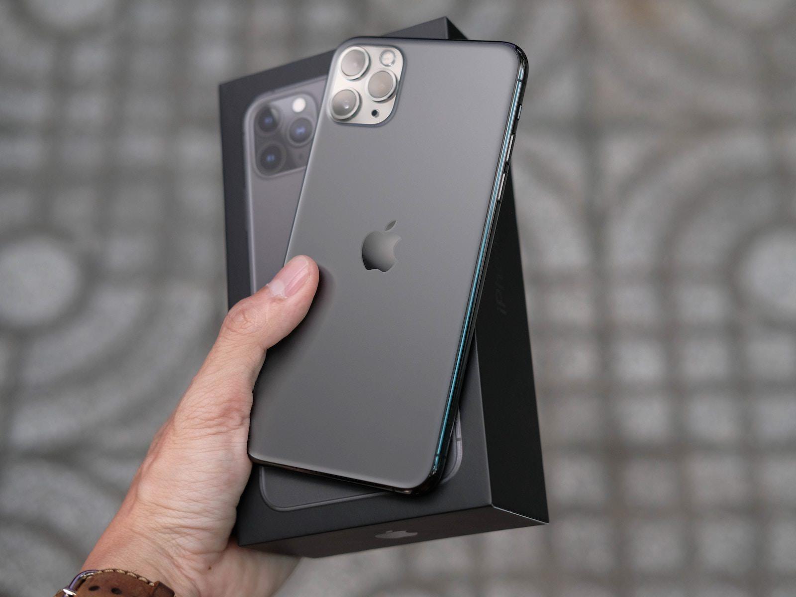 Thai nguyen X5V7hb7CxNY unsplash iphone 11 with box