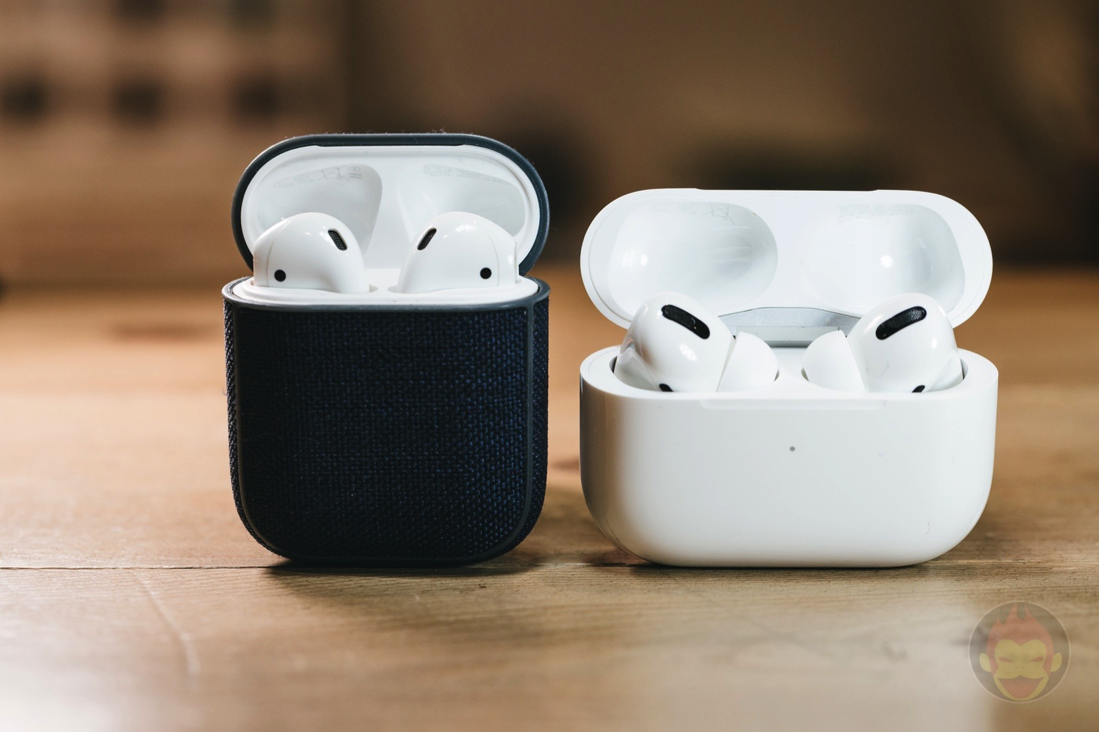 AirPods2-and-AirPodsPro-01.jpg
