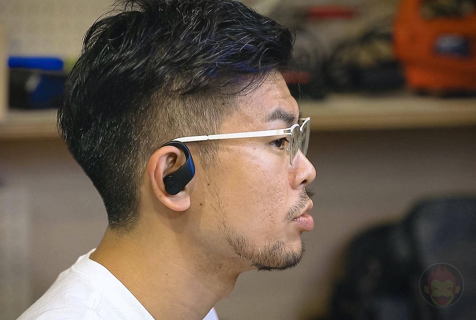 Gori using Powerbeats Pro 01