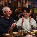 Tim-Cook-with-Hoshino-gen.jpeg