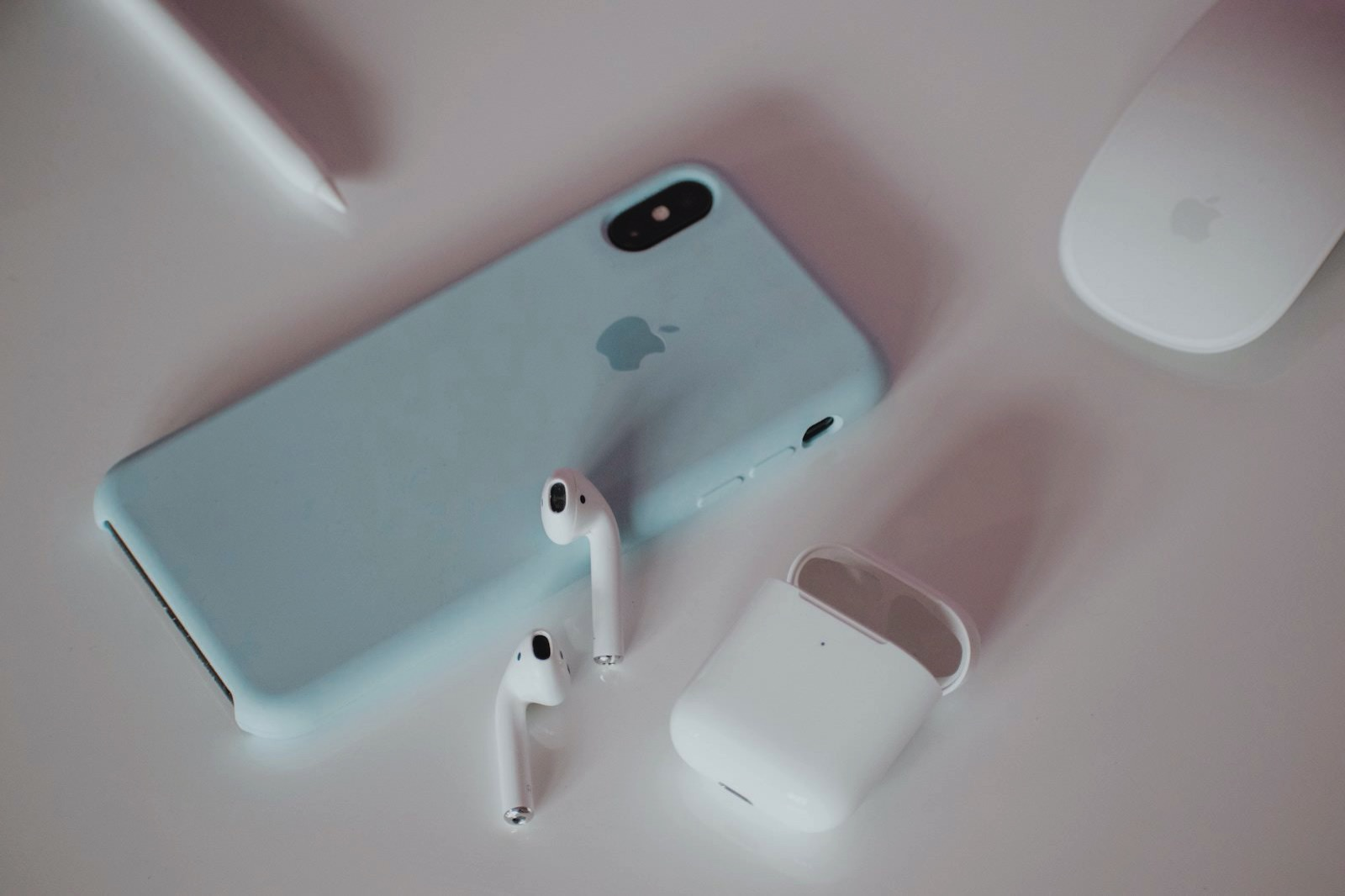 Alexandar todov vDTgx5wJwao unsplash airpods and iphone