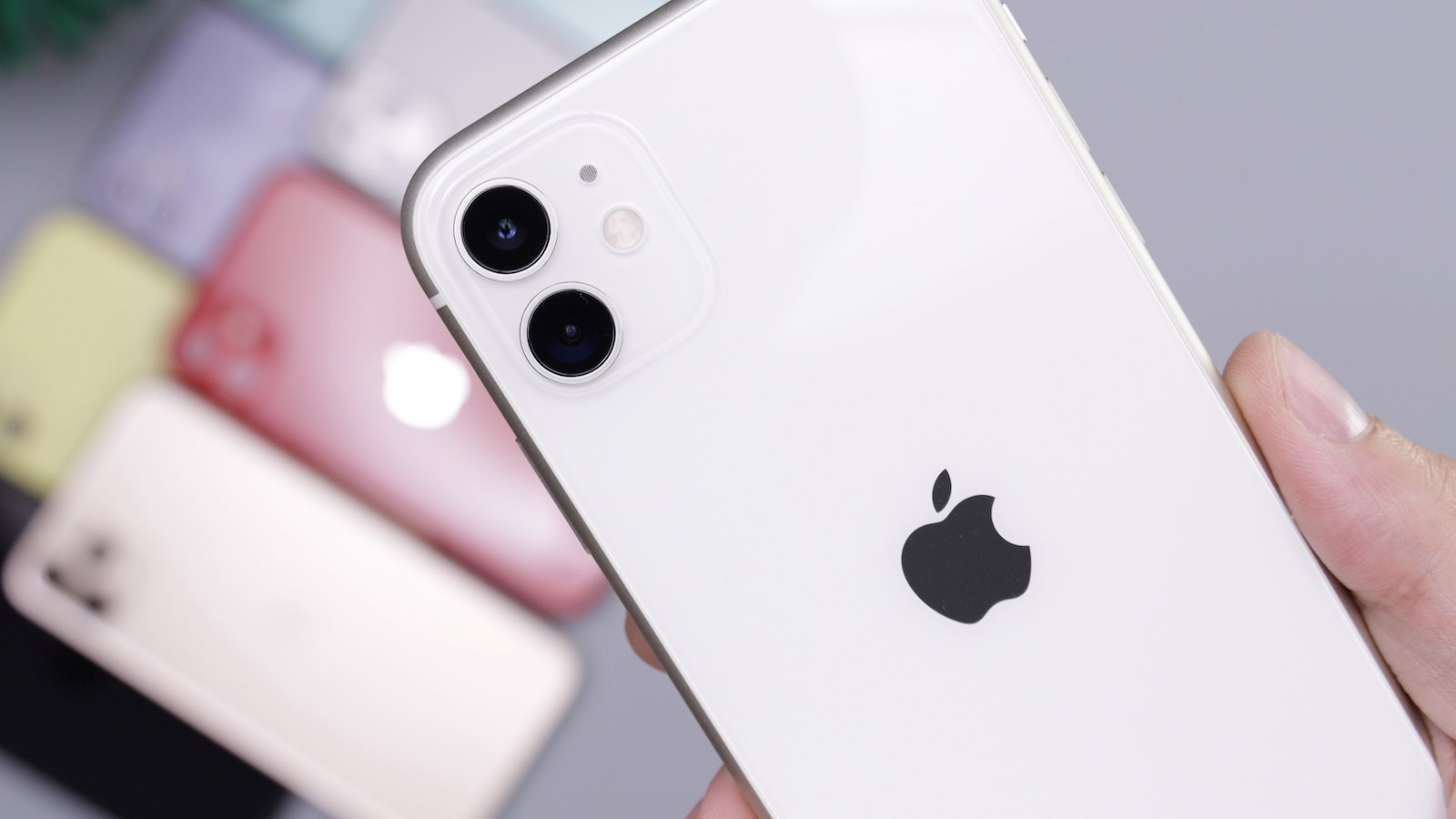 daniel-romero-yl5mP6gcPoc-unsplash-multiple-iphones.jpg