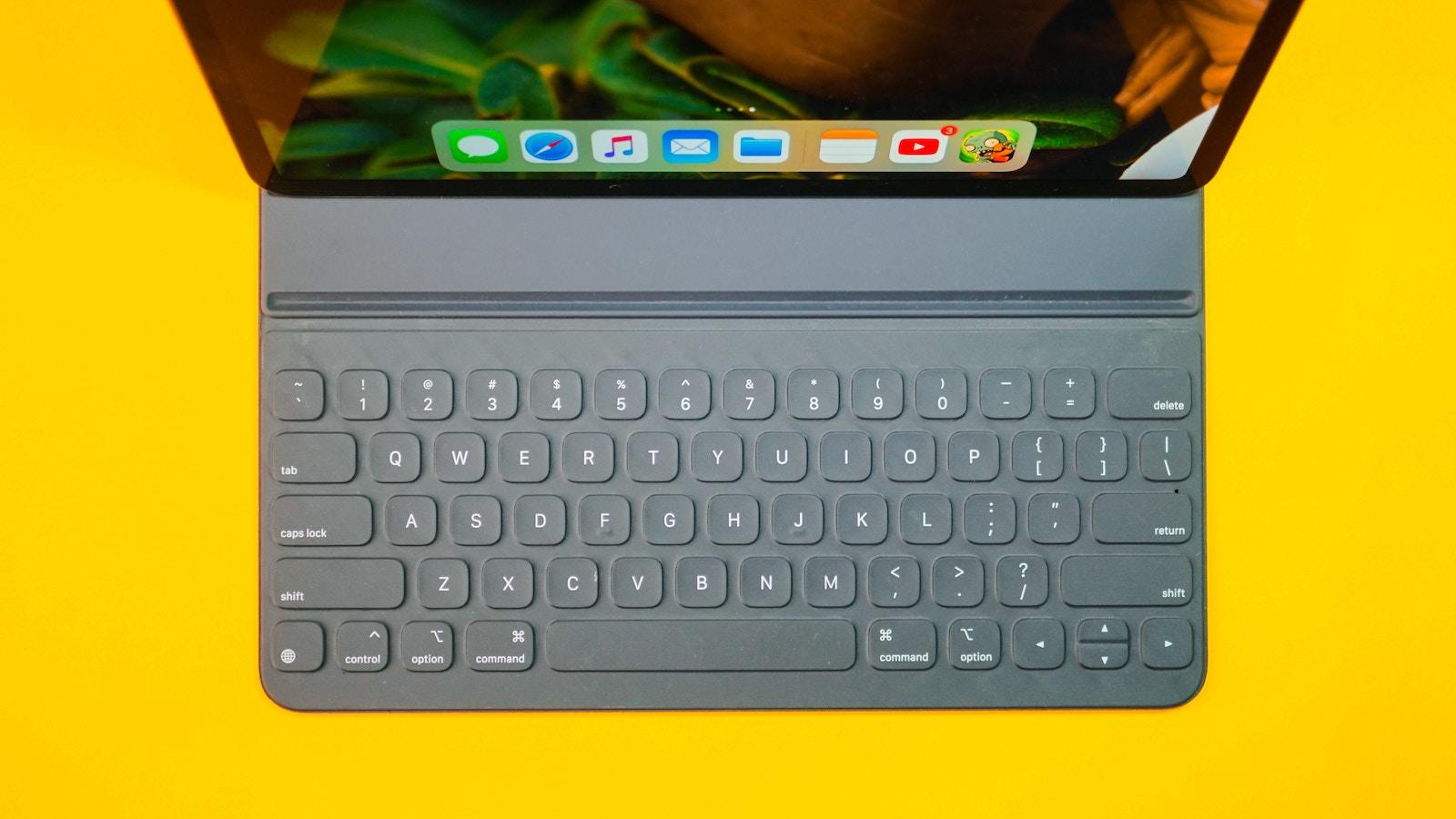 Dhe haivan T46pmAGHLlI unsplash ipad and smart keyboard