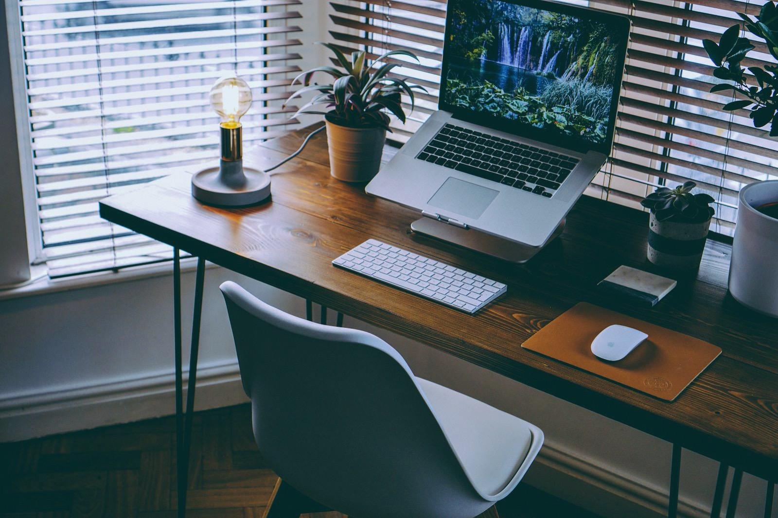 Nathan riley 9q3I8XhesQI unsplash macbook workspace