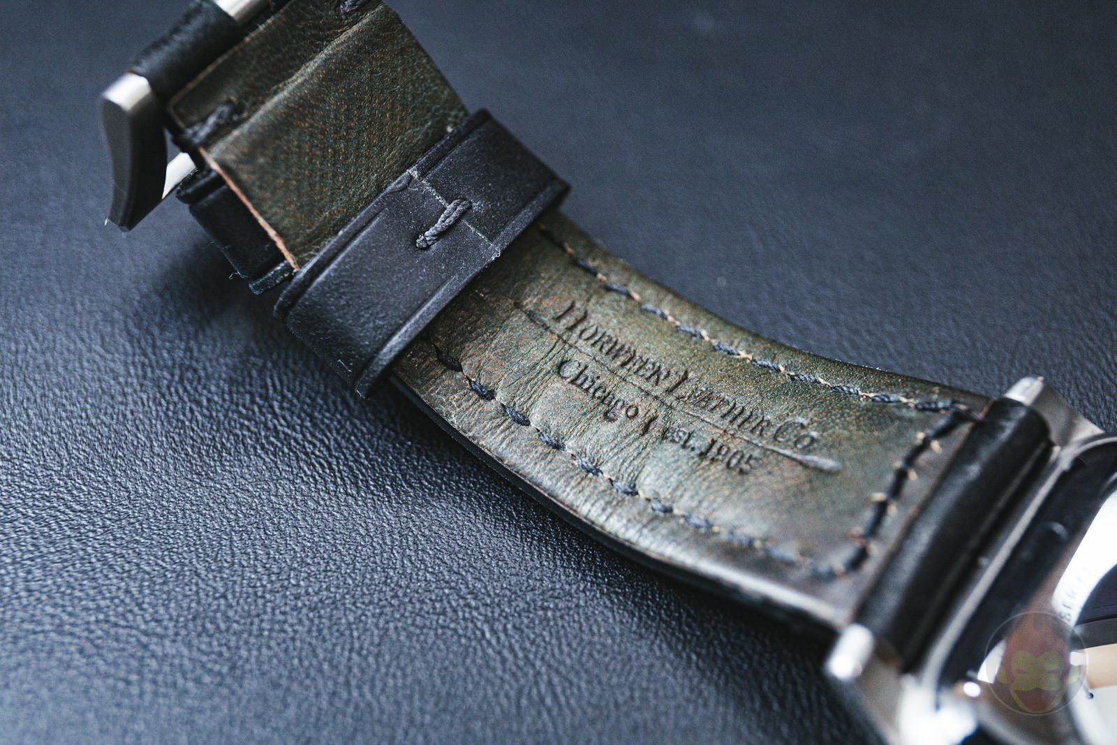 Apple-Watch-NOMAD-Shell-Cordovan-Strap-Review-03.jpg