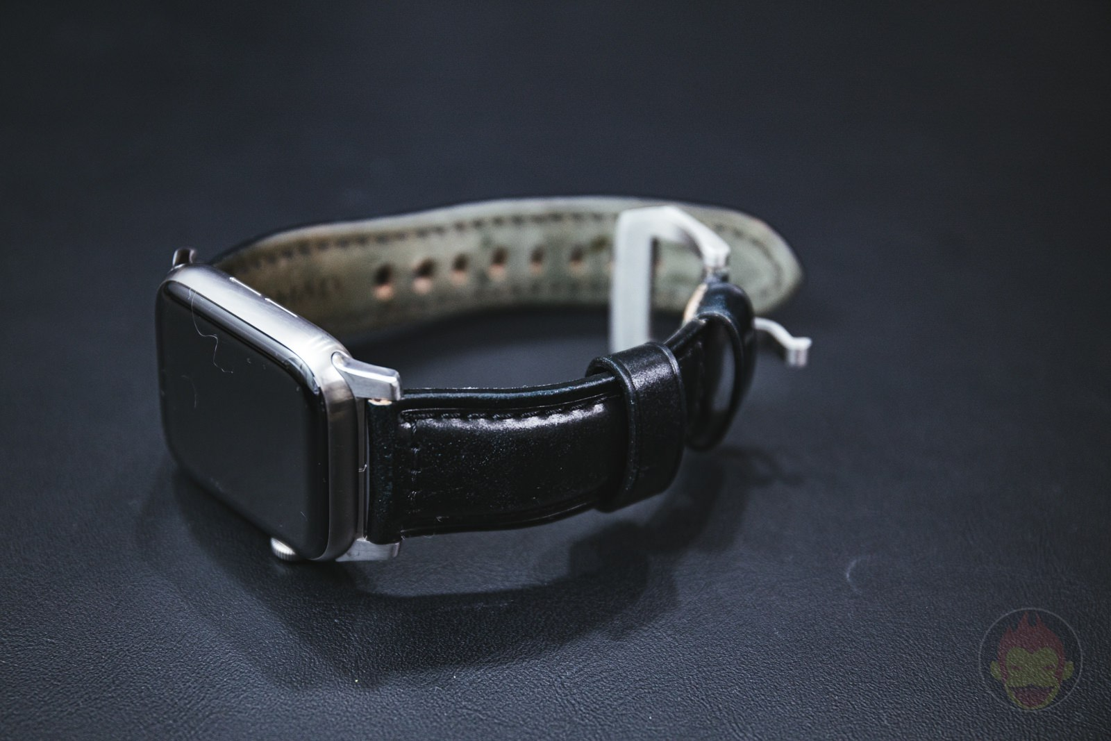 Apple-Watch-NOMAD-Shell-Cordovan-Strap-Review-06.jpg