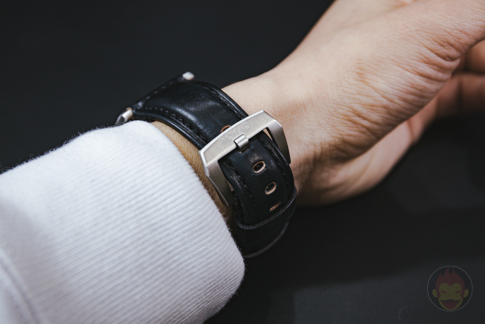 Apple-Watch-NOMAD-Shell-Cordovan-Strap-Review-08.jpg