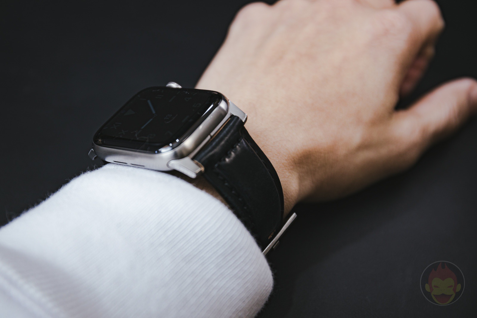 Apple-Watch-NOMAD-Shell-Cordovan-Strap-Review-09.jpg