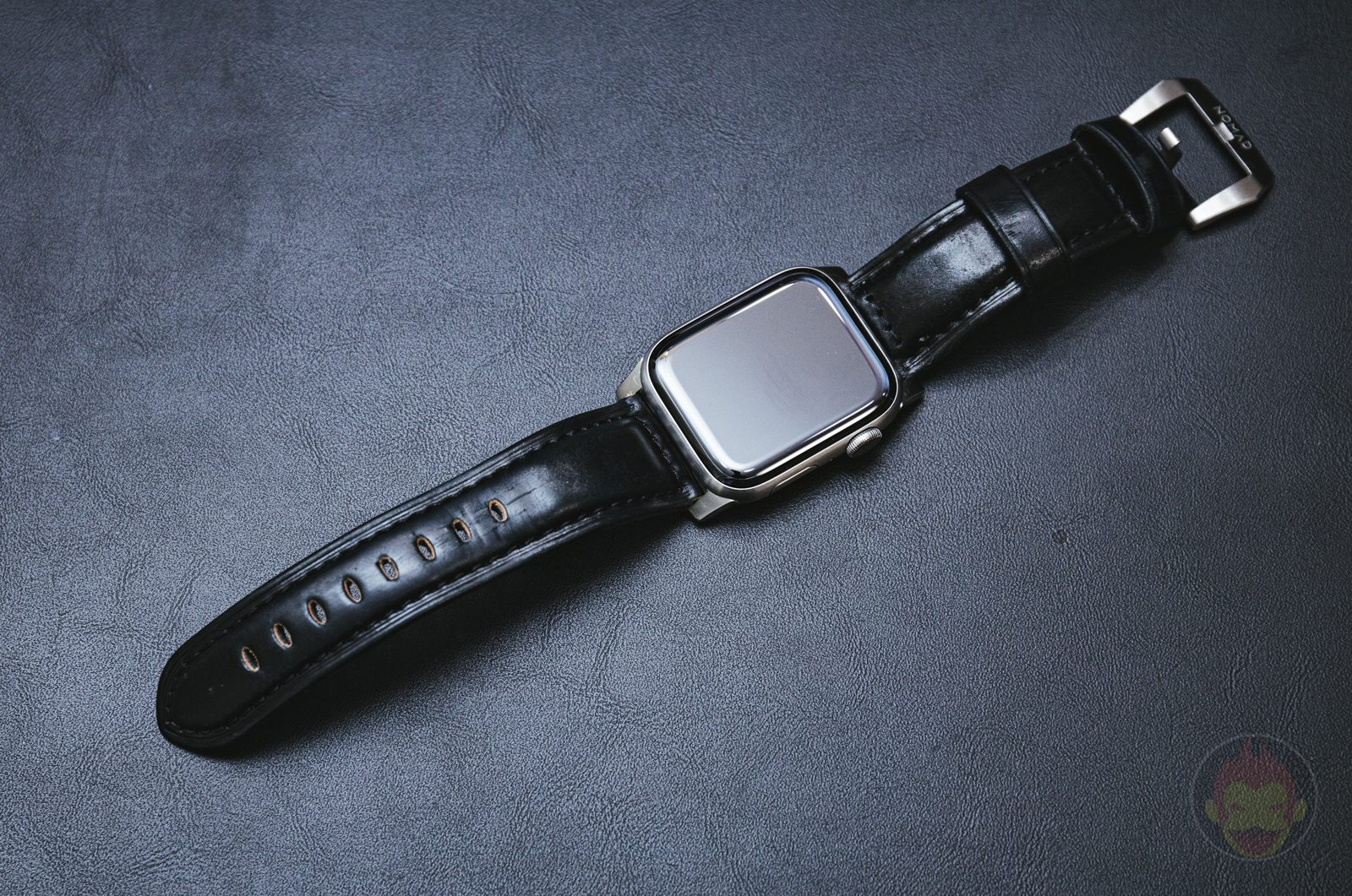 Apple-Watch-NOMAD-Shell-Cordovan-Strap-Review-14.jpg