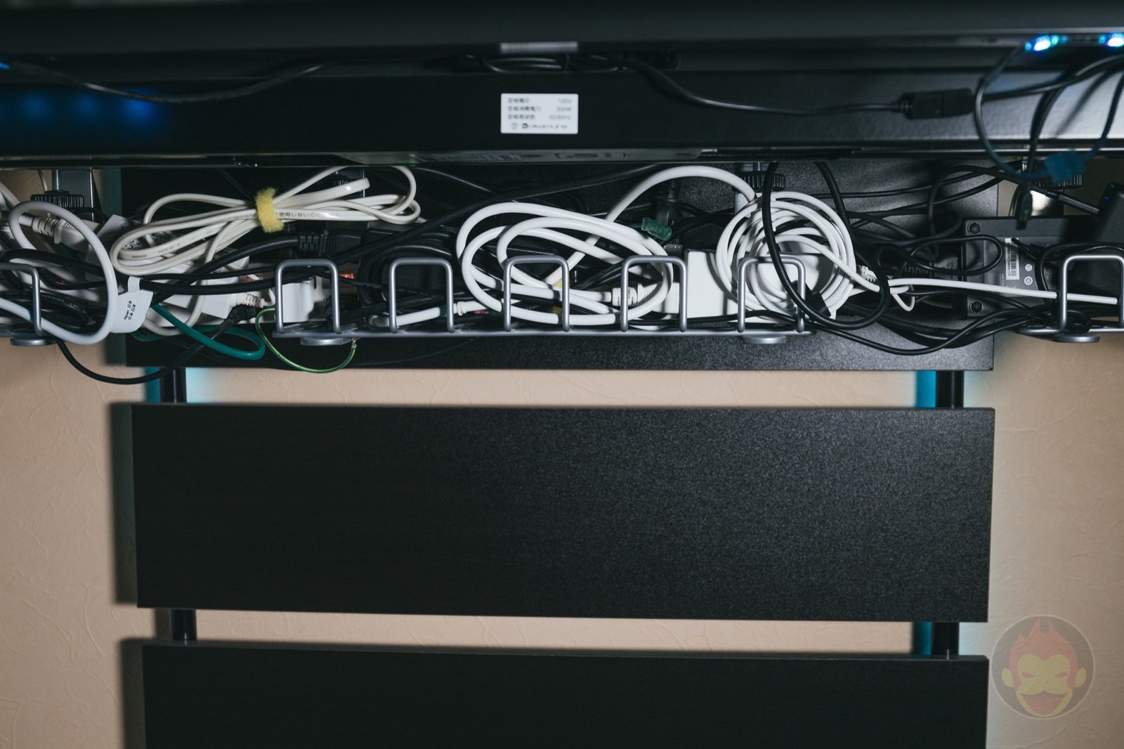 Cable-Management-Tips-02.jpg