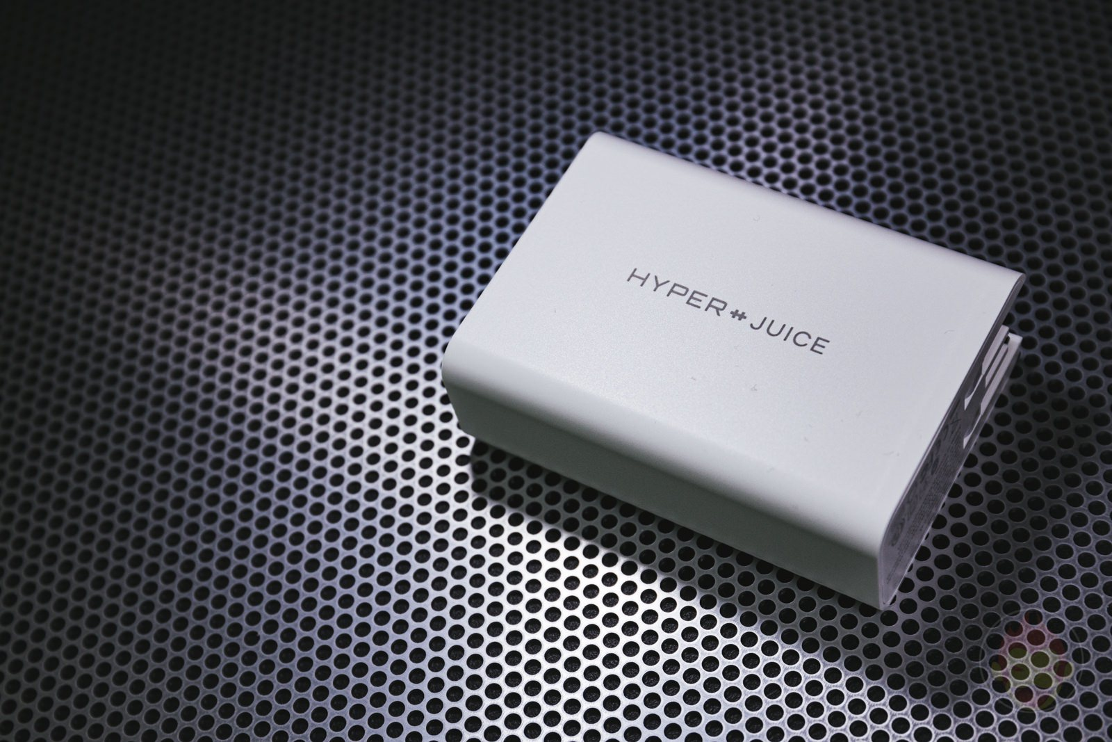 HyperJuice 100W GaN Charger Review 01