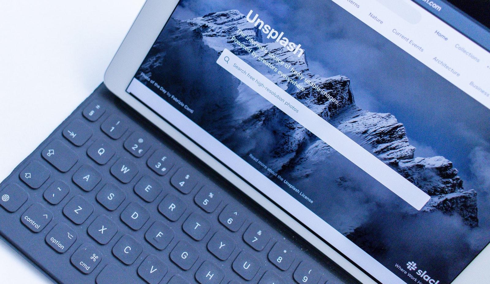 Dele oke bz1oJVjKxx4 unsplash ipad smart keyboard