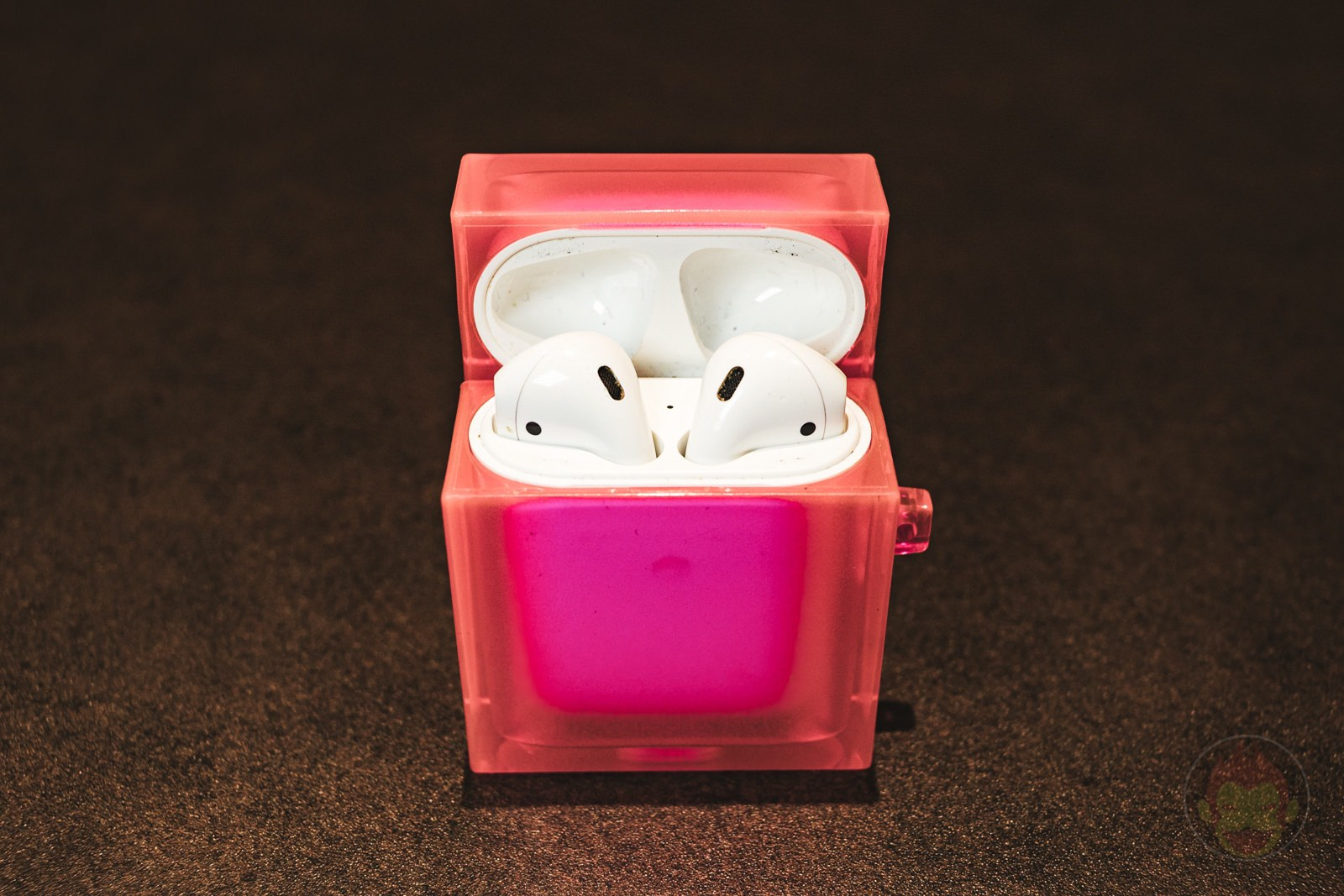 Tile-AirPods-Case-Neon-Series-04.jpg