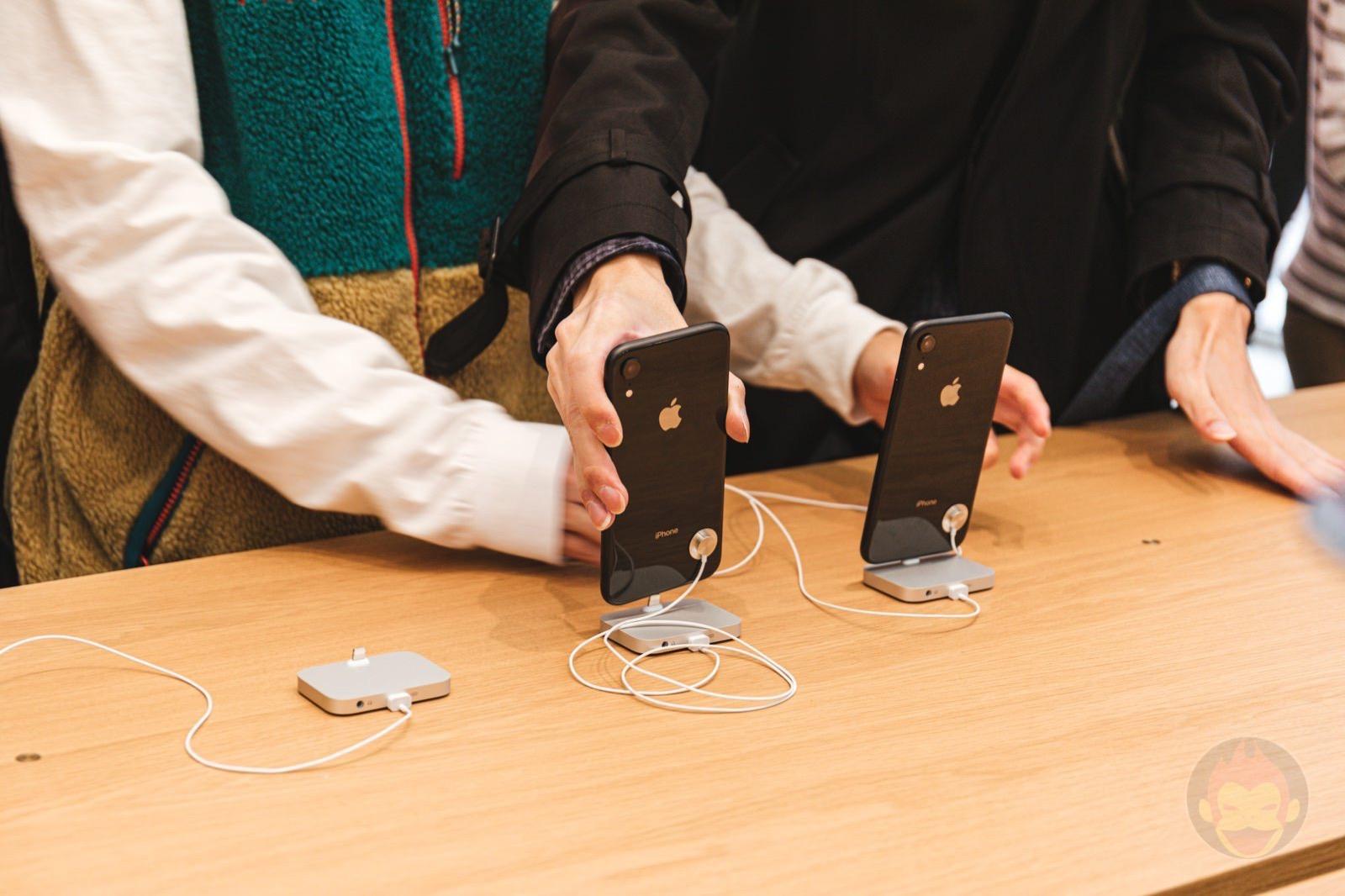 iphone-xr-black-model01.jpg