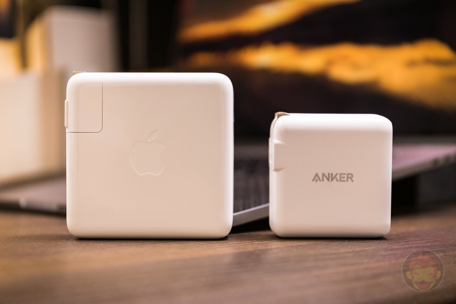 60W Anker Adapter VS Apple 96W Adapter 02